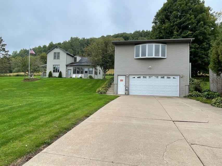 View 1 photos of this 3 bed, 2 bath, and 732 sqft. single_family home located at 103 Bench Ln, Hokah, Minnesota 55941 is Active for $199,900.