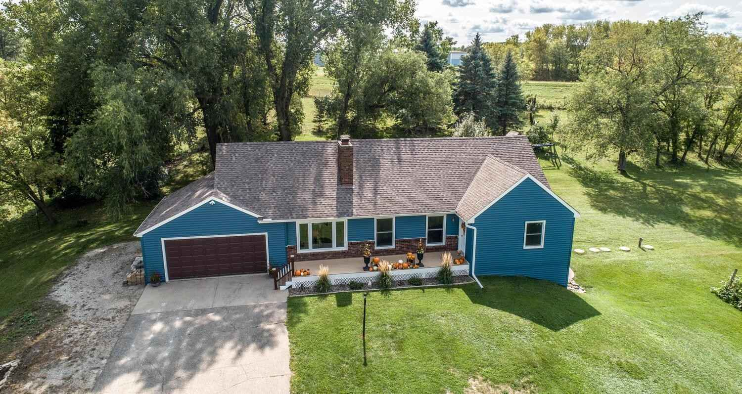 View 23 photos of this 4 bed, 2 bath, and 2,650 sqft. single_family home located at 4030 Bagley Ave, Webster, Minnesota 55088 is Pending for $488,400.