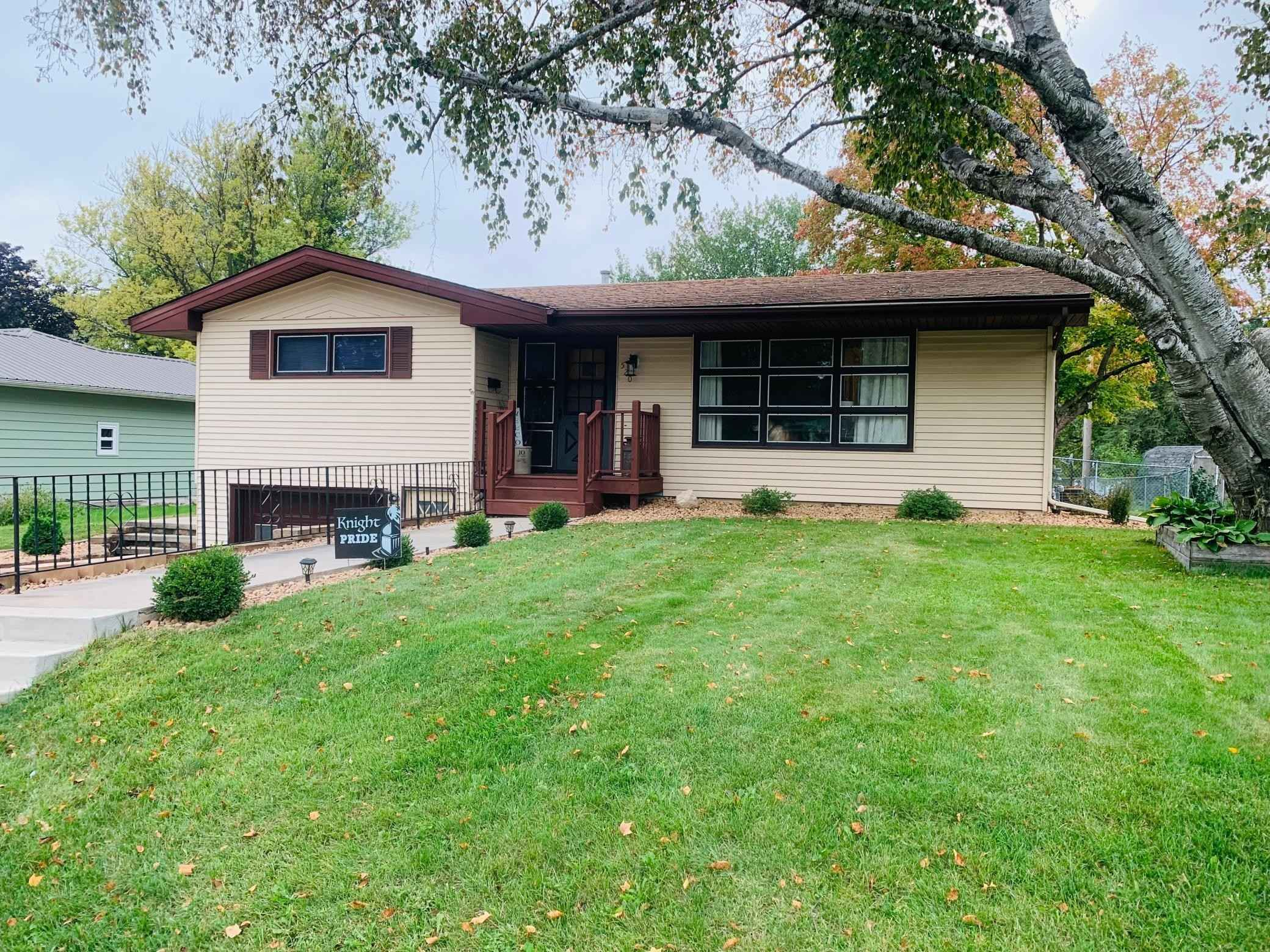 View 17 photos of this 2 bed, 2 bath, and 1,848 sqft. single_family home located at 520 Lyndale Ave, Spring Valley, Minnesota 55975 is Pending for $177,000.