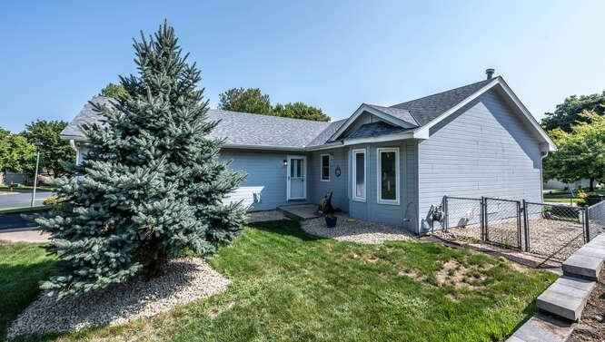 View 36 photos of this 3 bed, 3 bath, and 2,200 sqft. single_family home located at 13033 Vernon Ave, Savage, Minnesota 55378 is Active for $350,000.