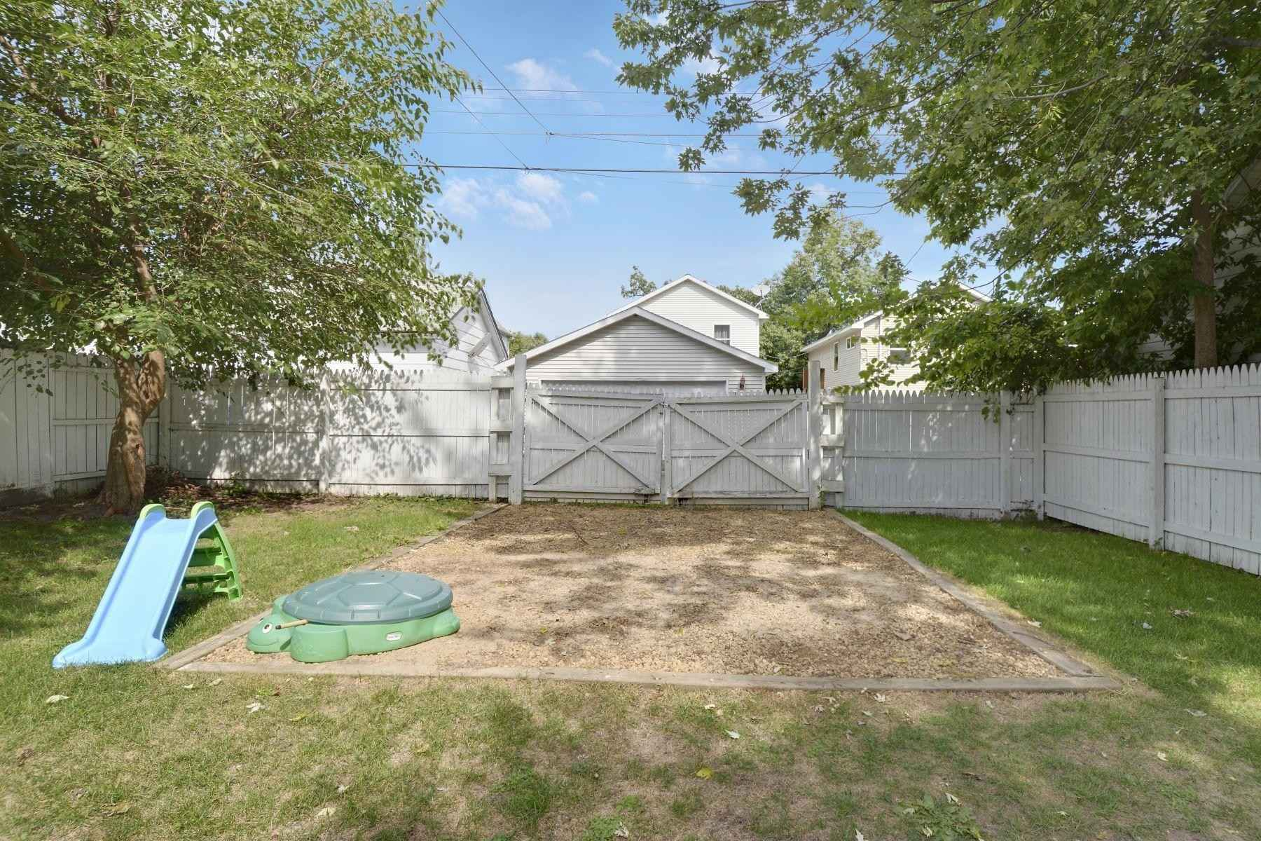 View 30 photos of this 3 bed, 1 bath, and 1,220 sqft. single_family home located at 285 Sidney St E, Saint Paul, Minnesota 55107 is Active for $215,000.
