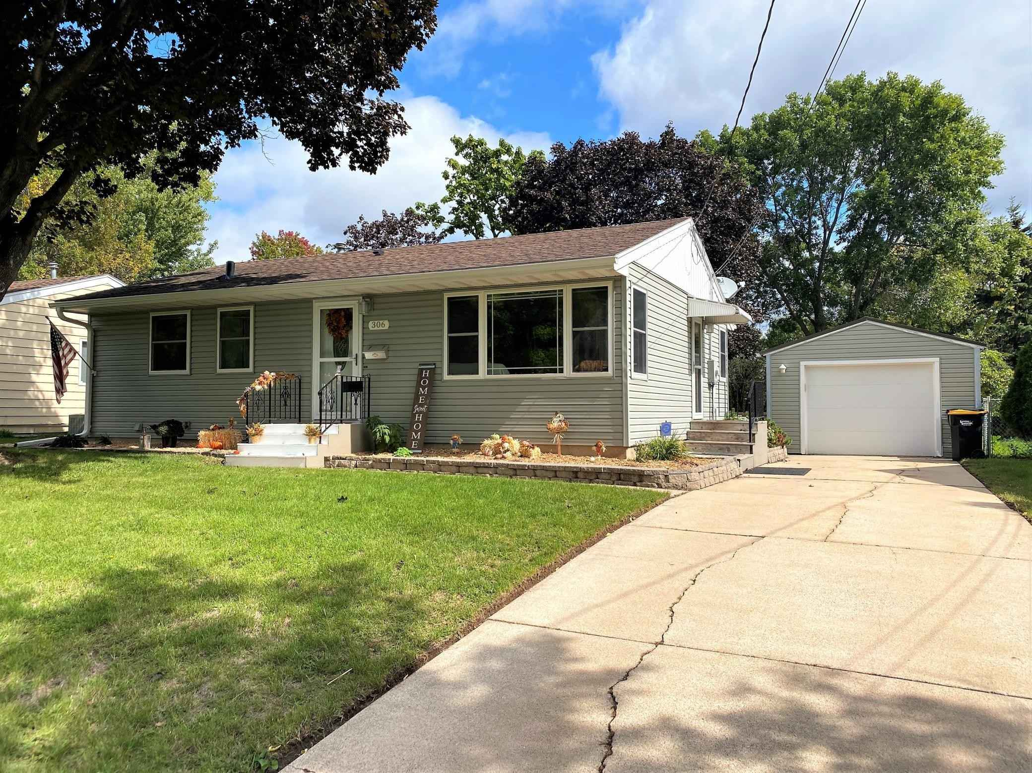 View 46 photos of this 3 bed, 1 bath, and 1,438 sqft. single_family home located at 306 36th Ave NW, Rochester, Minnesota 55901 is Active for $240,000.
