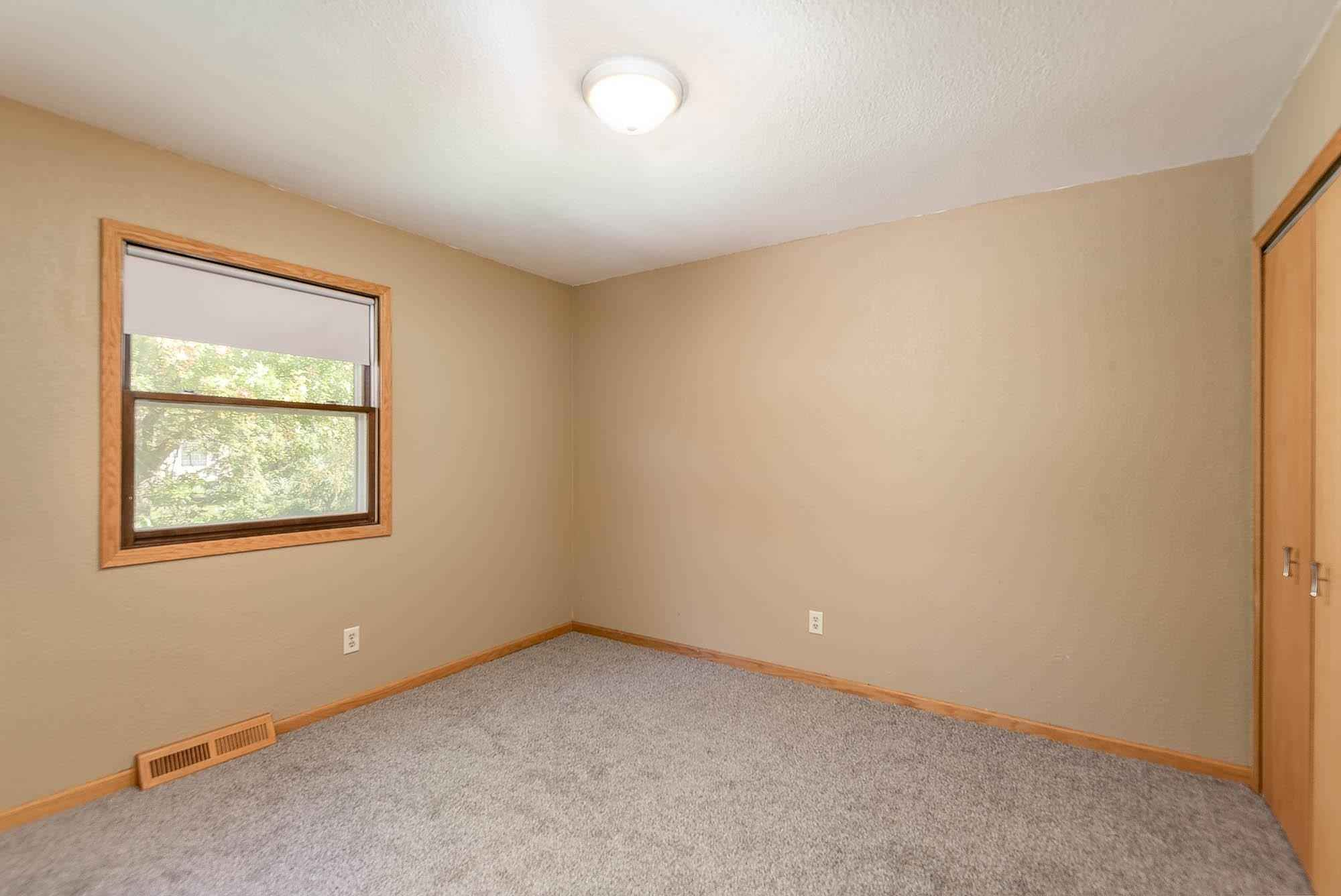 View 18 photos of this 3 bed, 2 bath, and 1,900 sqft. single_family home located at 314 W Grove St, Janesville, Minnesota 56048 is Pending for $197,500.