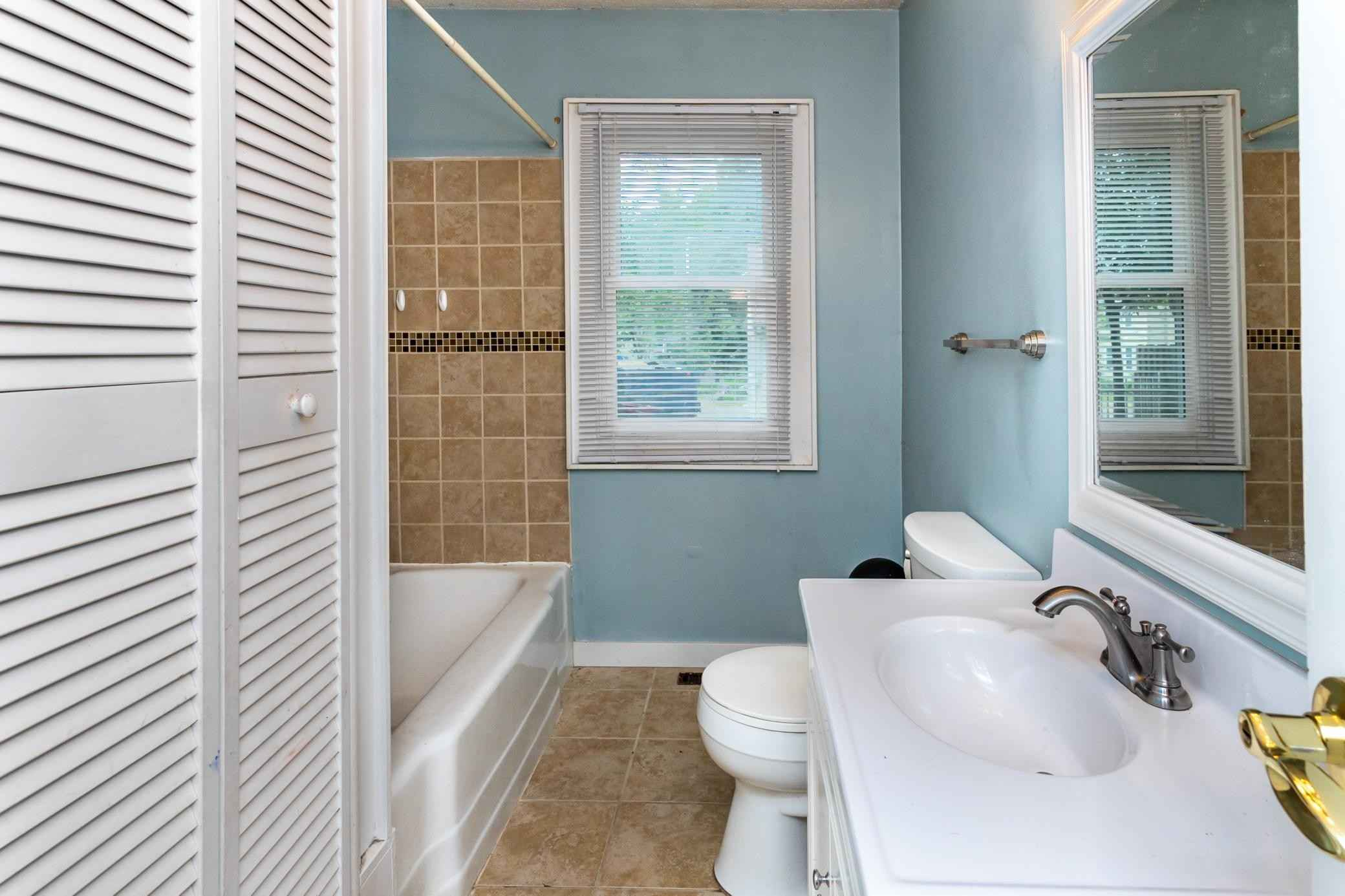 View 25 photos of this 5 bed, 2 bath, and 2,000 sqft. single_family home located at 1011 Burgess St, Saint Paul, Minnesota 55103 is Active for $270,000.