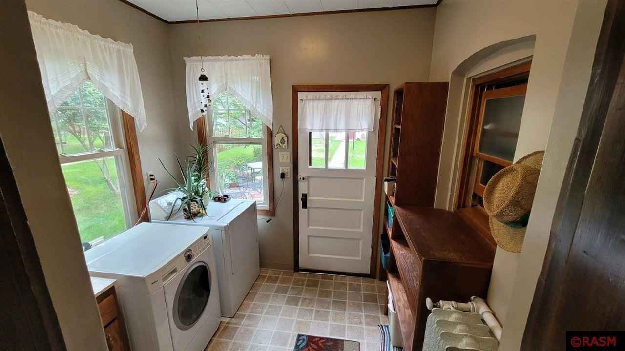 View 29 photos of this 3 bed, 2 bath, and 2,970 sqft. single_family home located at 811 Center St, New Ulm, Minnesota 56073 is Active for $159,900.
