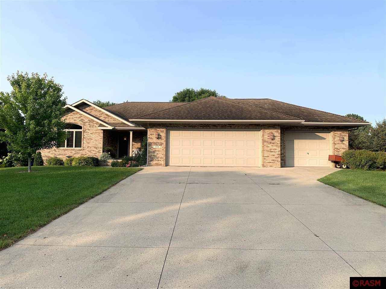 View 44 photos of this 3 bed, 3 bath, and 2,998 sqft. single_family home located at 1104 Elton Ave, Saint James, Minnesota 56081 is Active for $345,000.