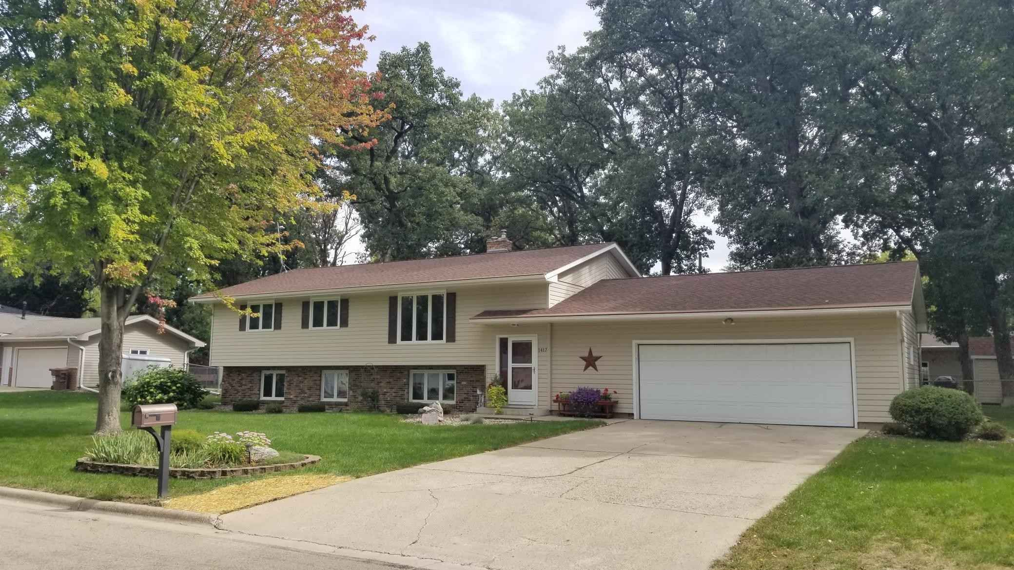 View 32 photos of this 5 bed, 3 bath, and 2,586 sqft. single_family home located at 1417 Penn Ave, Albert Lea, Minnesota 56007 is Active for $284,900.