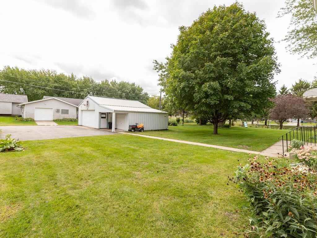 View 42 photos of this 4 bed, 2 bath, and 2,382 sqft. single_family home located at 305 1st St NW, Hayfield, Minnesota 55940 is Pending for $195,000.