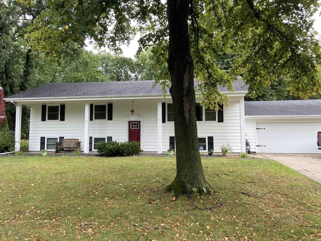 View 7 photos of this 4 bed, 3 bath, and 2,430 sqft. single_family home located at 3391 Glen Oaks Ave, White Bear Lake, Minnesota 55110 is Active for $399,000.