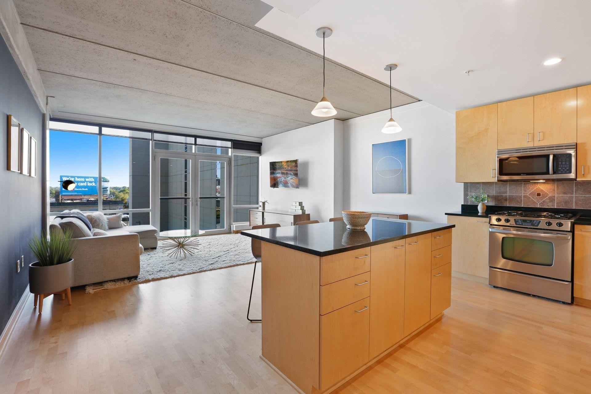 View 35 photos of this 1 bed, 1 bath, and 866 sqft. condo home located at 45 University Ave SE Unit 401, Minneapolis, Minnesota 55414 is Pending for $319,900.