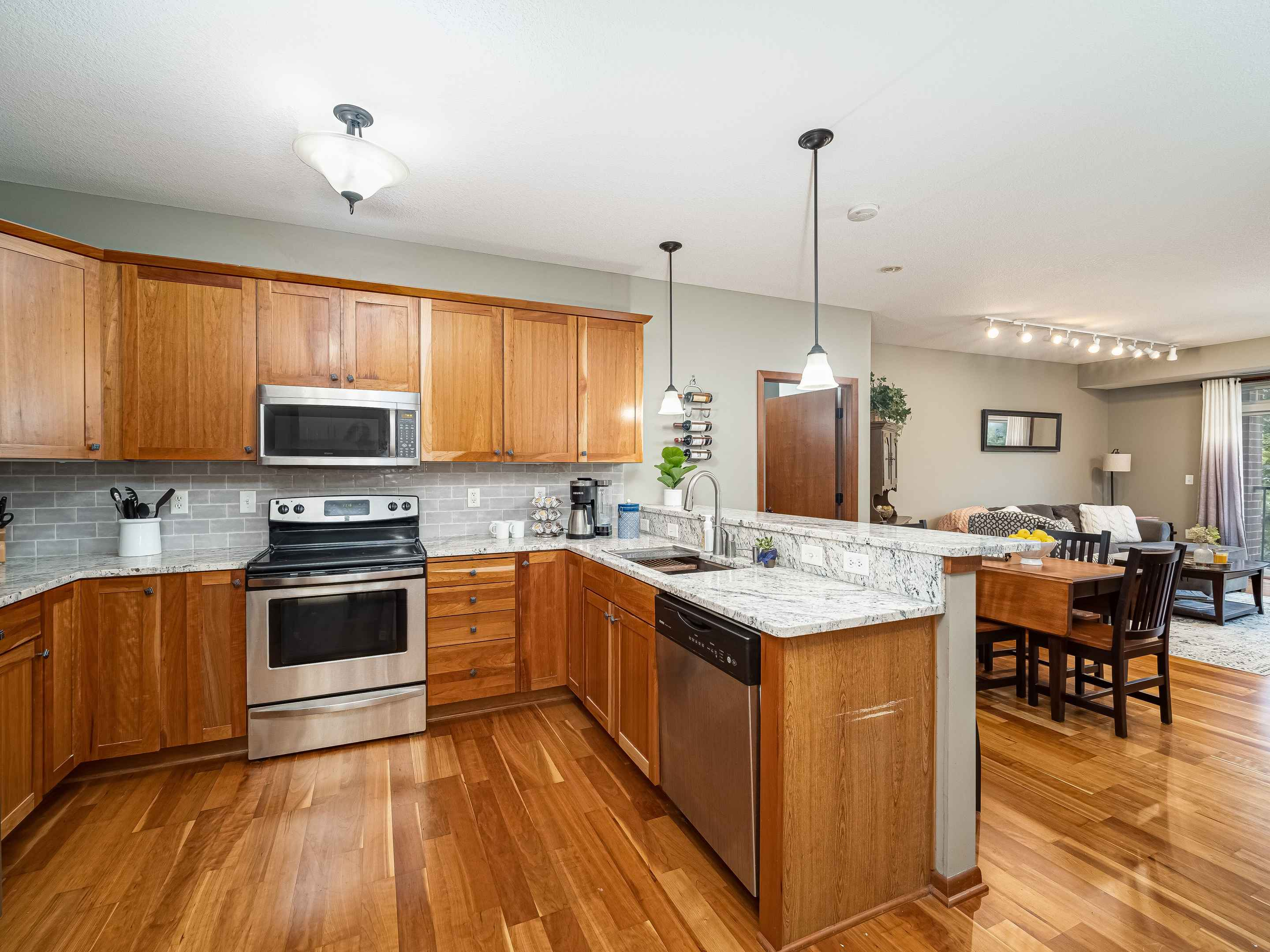 View 25 photos of this 2 bed, 2 bath, and 1,342 sqft. condo home located at 3251 Louisiana Ave S Apt 213, Saint Louis Park, Minnesota 55426 is Active for $309,000.