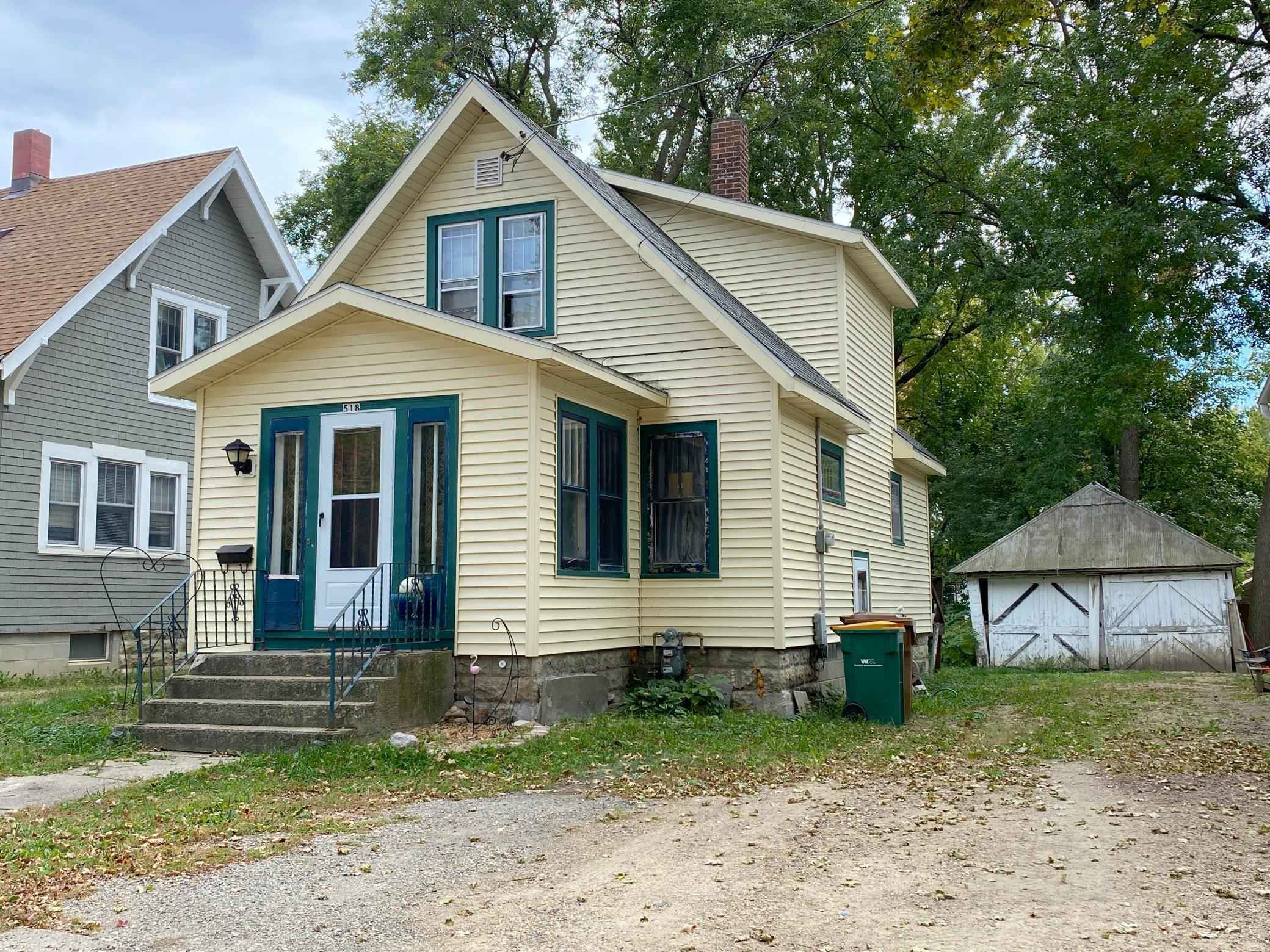 View 2 photos of this 3 bed, 1 bath, and 1,047 sqft. single_family home located at 518 E 5th St, Albert Lea, Minnesota 56007 is Active for $62,000.