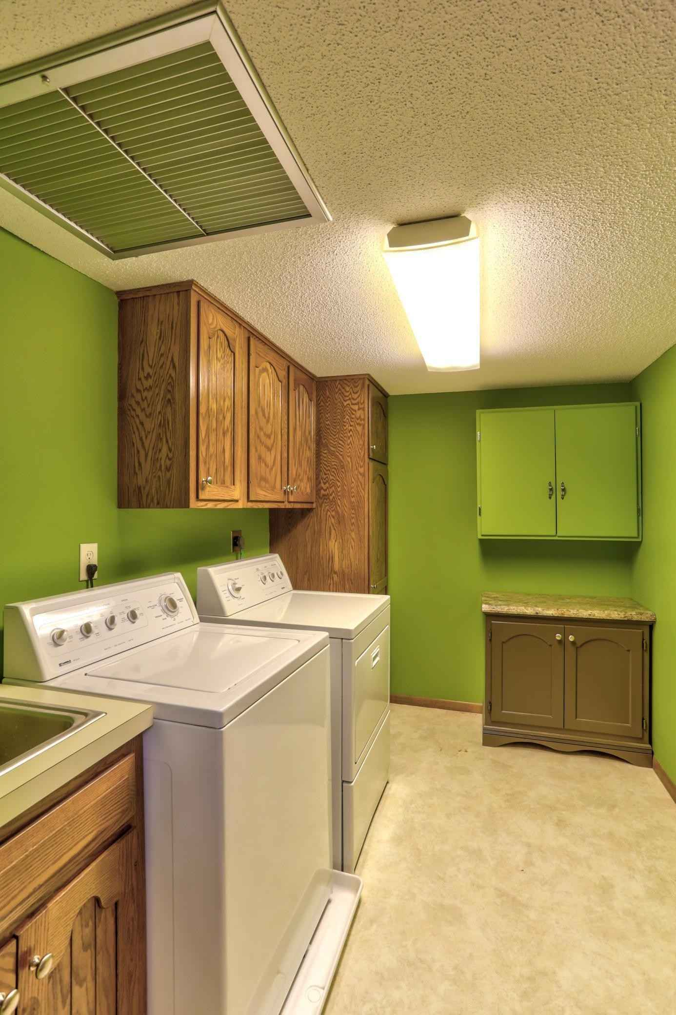 View 41 photos of this 2 bed, 2 bath, and 1,346 sqft. condo home located at 3020 Saint Albans Mill Rd Apt 313, Minnetonka, Minnesota 55305 is Active for $259,900.