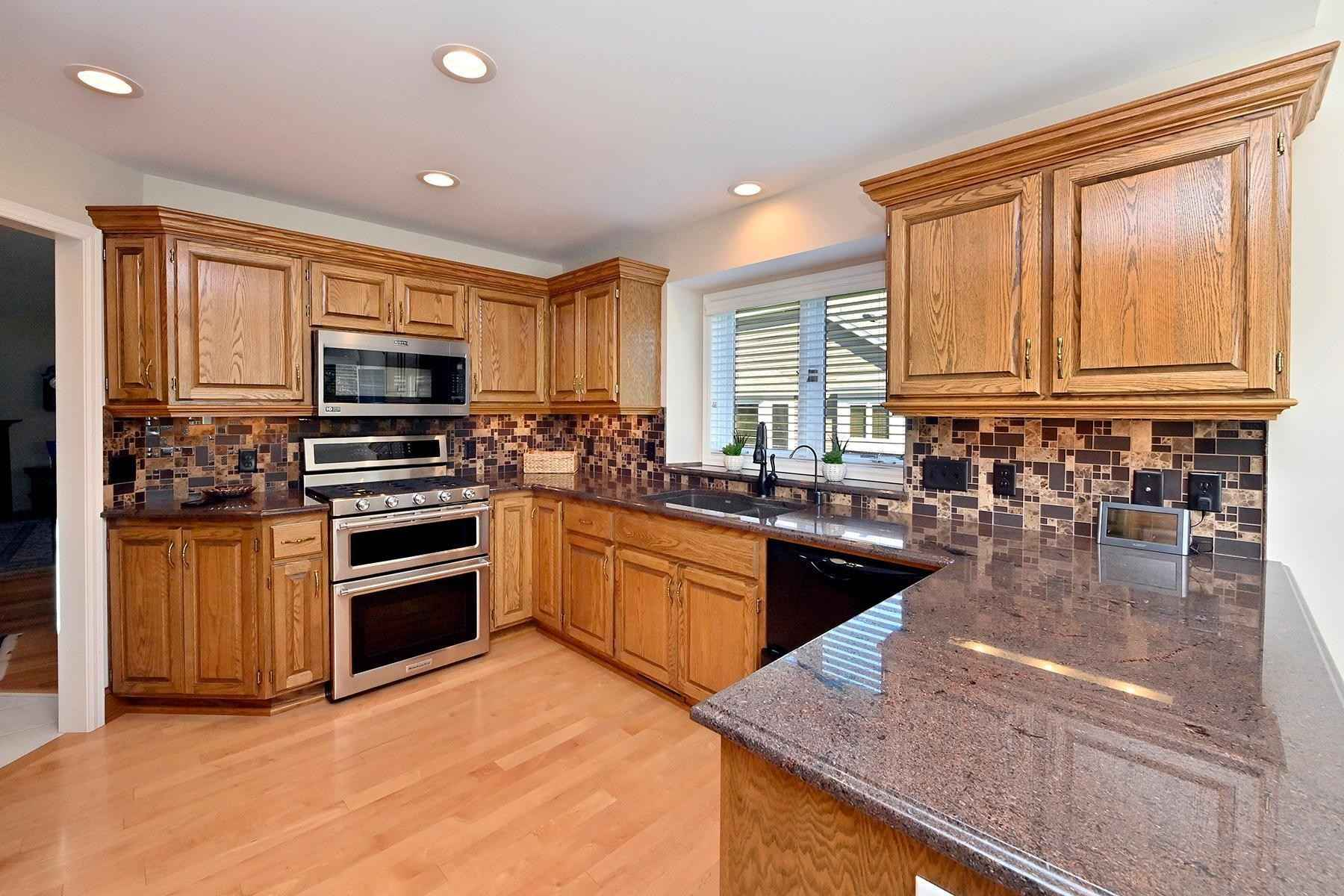 View 21 photos of this 3 bed, 3 bath, and 3,492 sqft. condo home located at 3635 Black Oaks Ln N, Plymouth, Minnesota 55446 is Pending for $575,900.