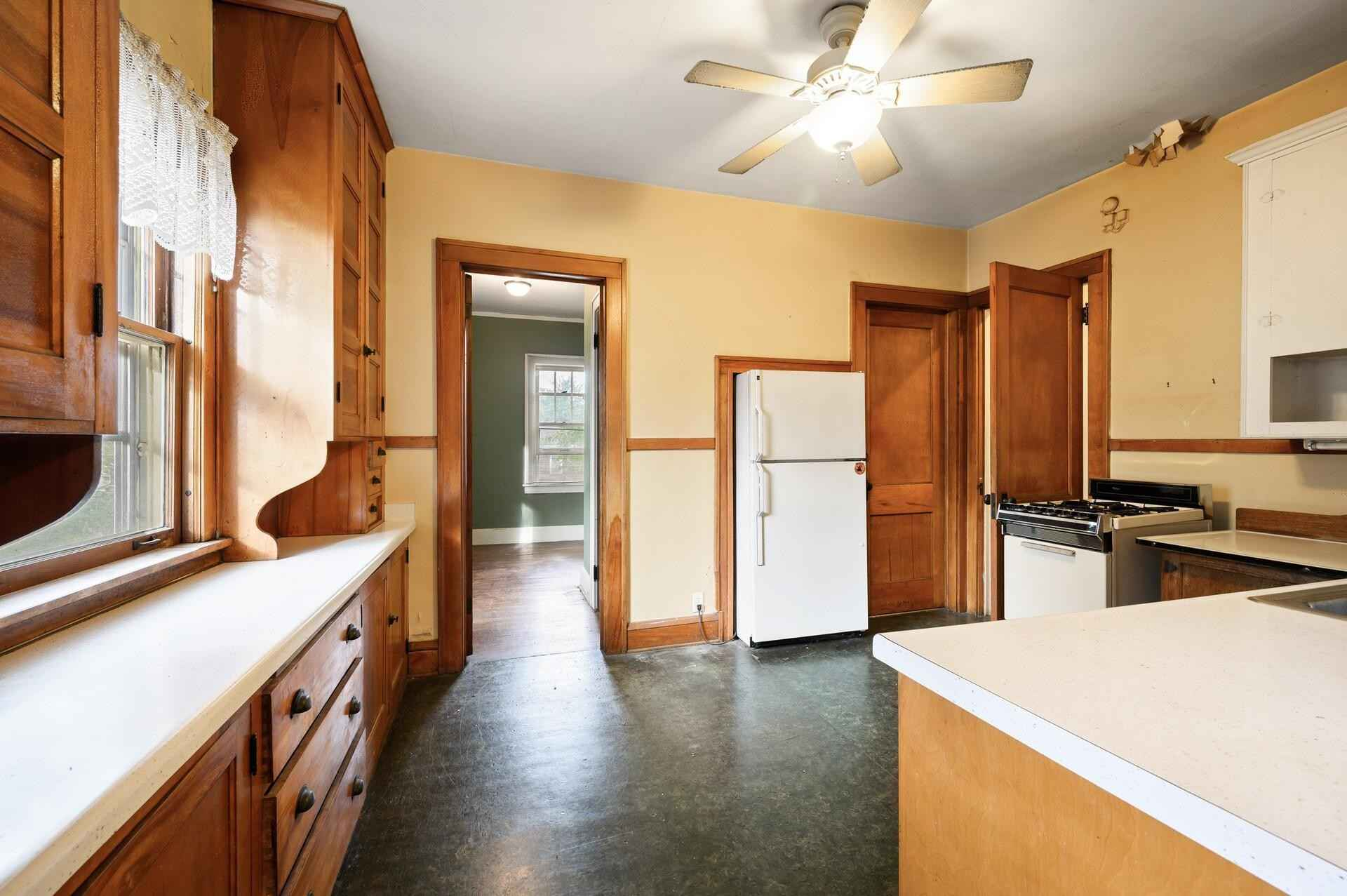 View 50 photos of this 6 bed, 4 bath, and 2,806 sqft. multi_family home located at 3528 Dupont Ave S, Minneapolis, Minnesota 55408 is Pending for $399,900.