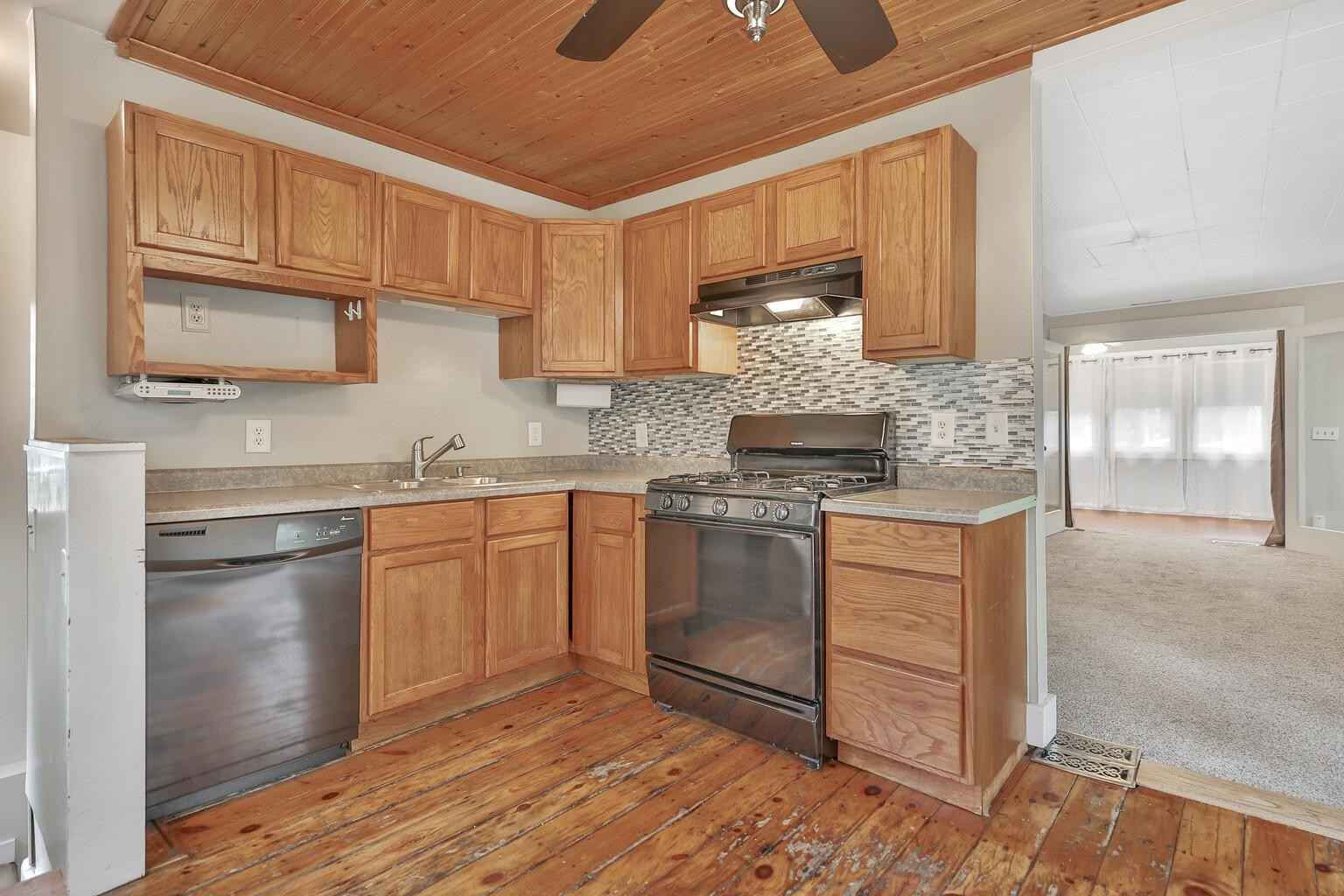 View 28 photos of this 2 bed, 1 bath, and 859 sqft. single_family home located at 2370 Quebec Ave S, Lakeland, Minnesota 55043 is Active for $237,500.