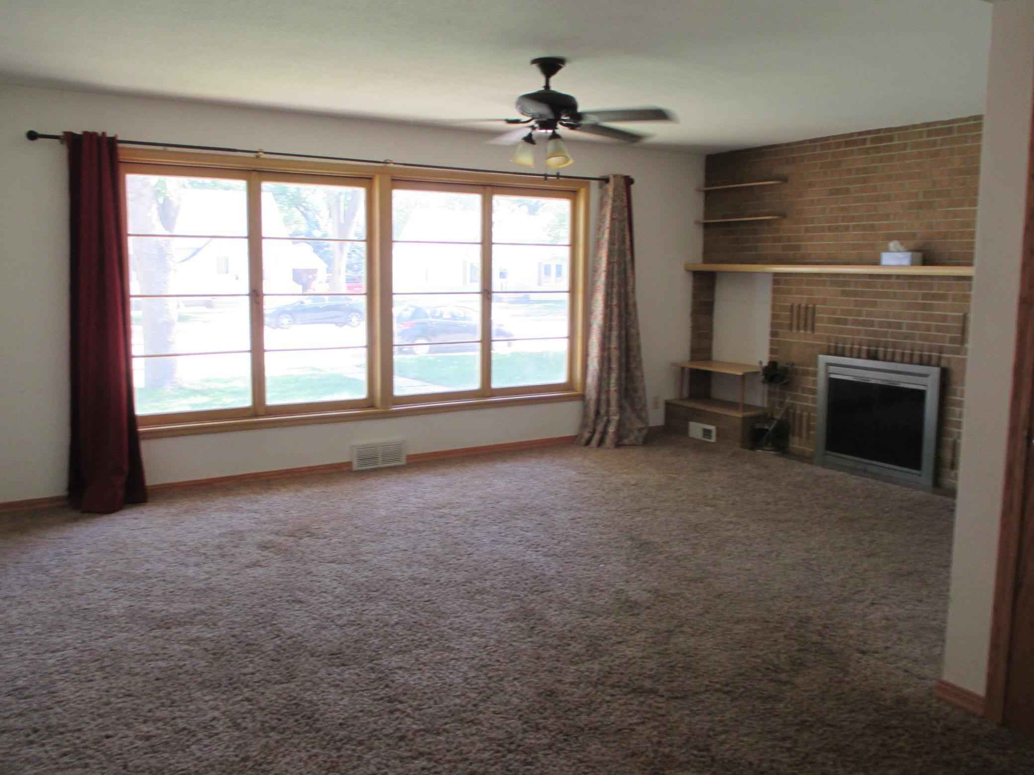 View 15 photos of this 3 bed, 2 bath, and 1,860 sqft. single_family home located at 113 E St, Marshall, Minnesota 56258 is Active for $129,900.