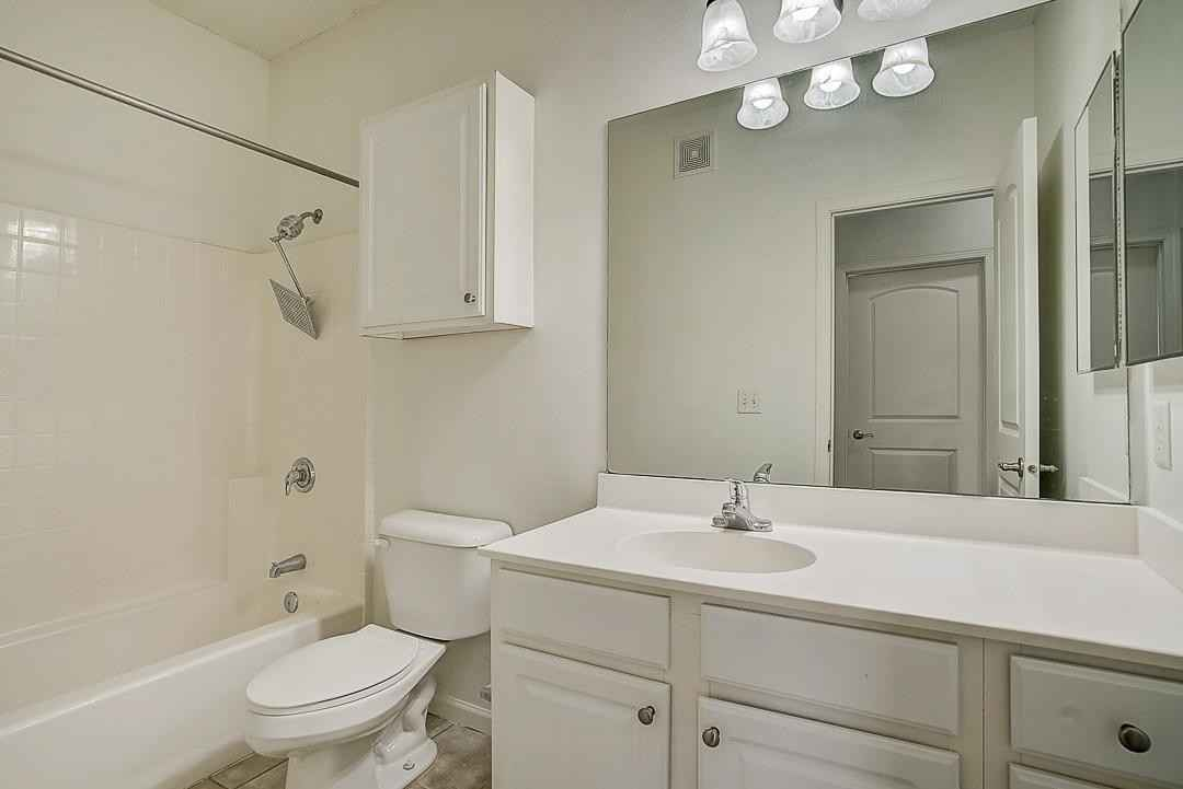 View 29 photos of this 3 bed, 3 bath, and 2,411 sqft. condo home located at 10237 Bleeker St, Woodbury, Minnesota 55129 is Active for $325,000.