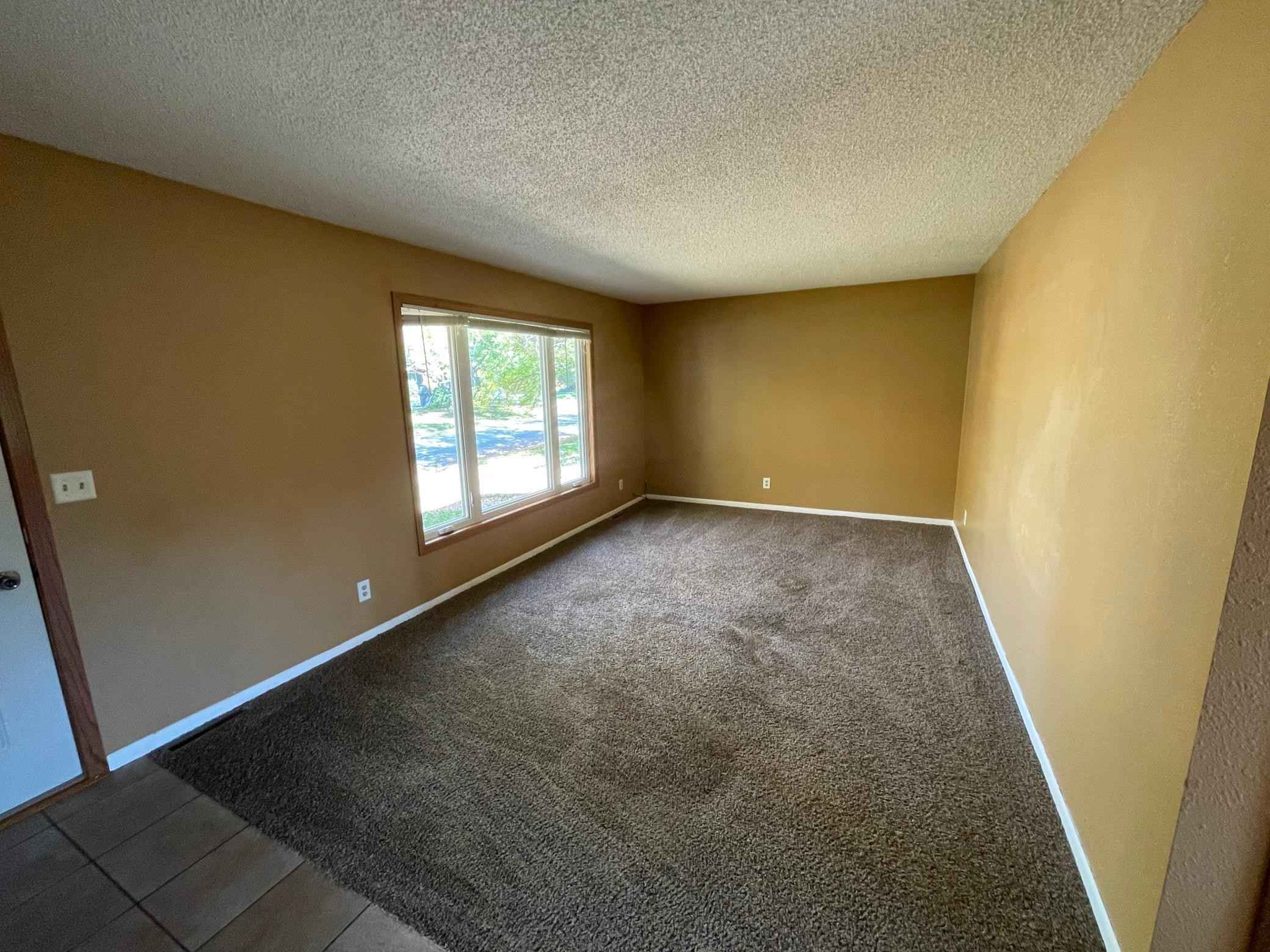 View 25 photos of this 4 bed, 3 bath, and 2,176 sqft. single_family home located at 900 Pleasantview Dr SE, Willmar, Minnesota 56201 is Active for $175,000.
