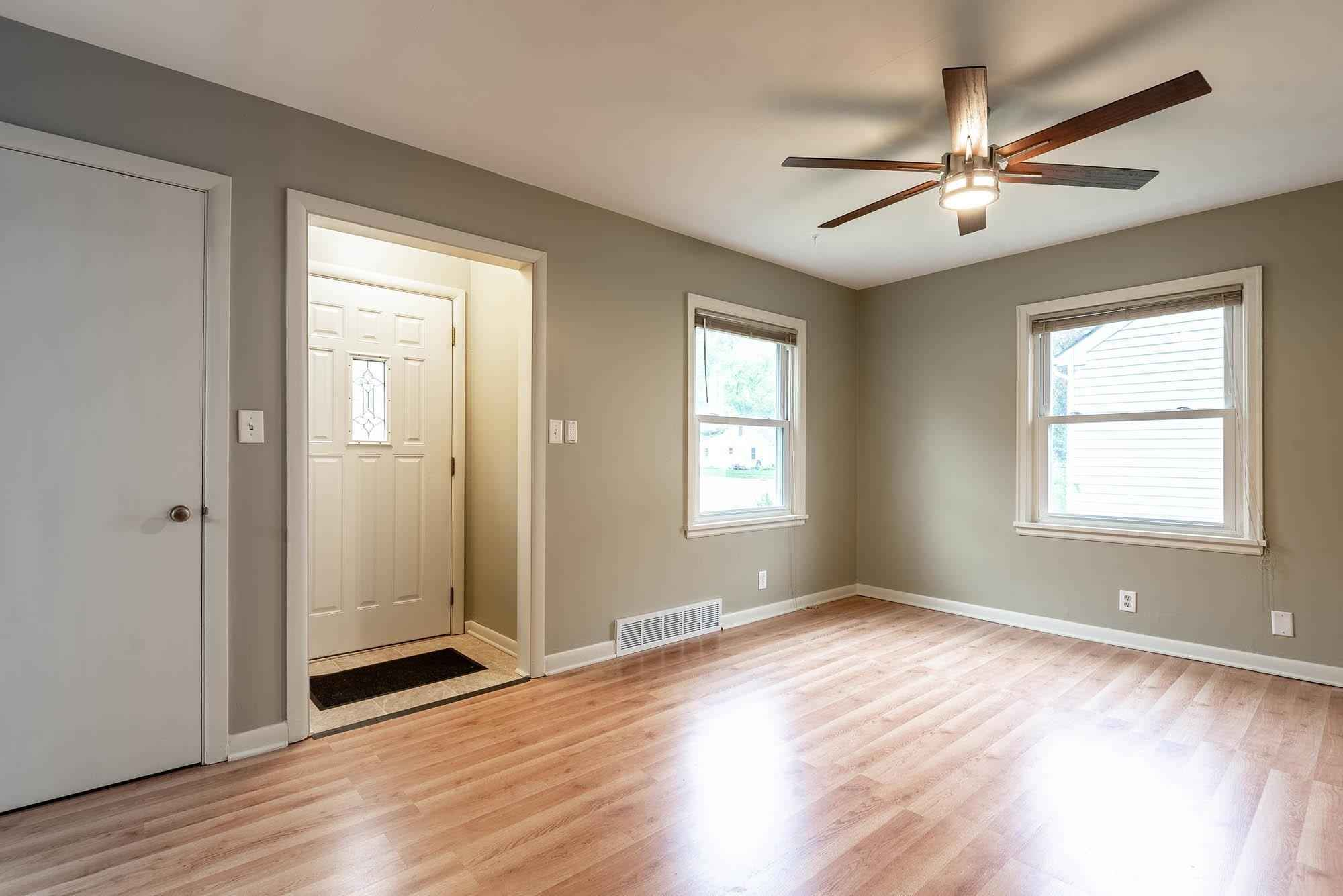 View 15 photos of this 2 bed, 1 bath, and 999 sqft. single_family home located at 916 Center St, North Mankato, Minnesota 56003 is Active for $176,000.