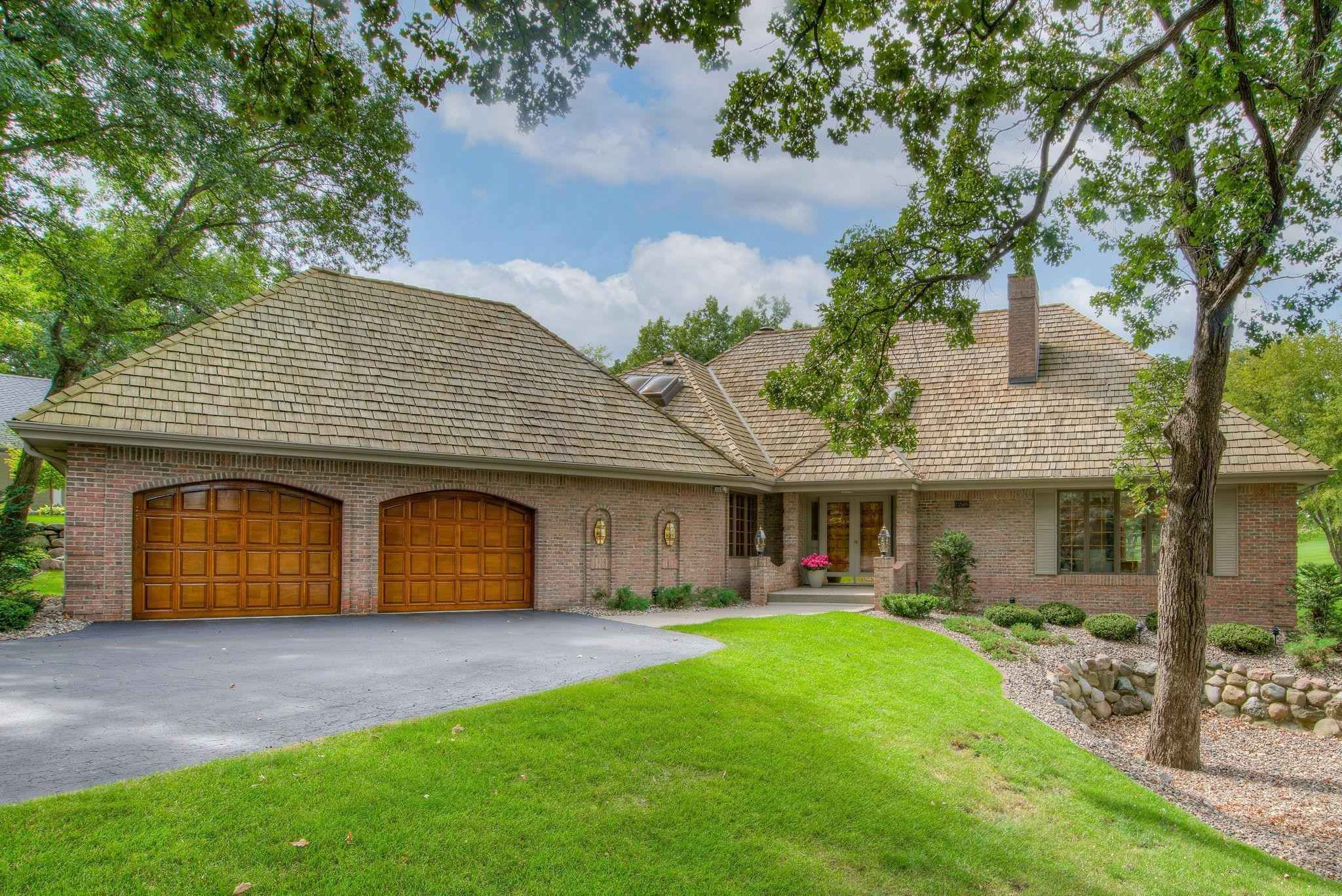 View 35 photos of this 3 bed, 3 bath, and 3,587 sqft. single_family home located at 11508 Zion Rd, Bloomington, Minnesota 55437 is Pending for $574,900.