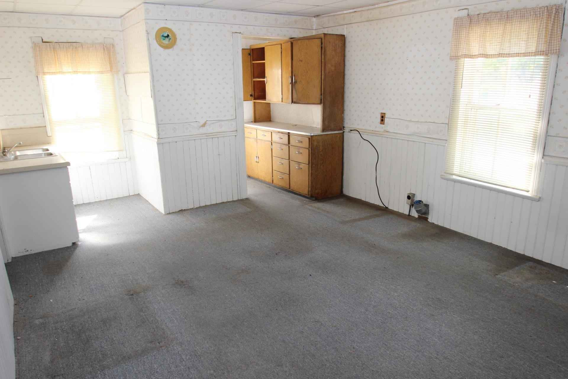 View 16 photos of this 2 bed, 1 bath, and 1,067 sqft. single_family home located at 1008 E Main St, Melrose, Minnesota 56352 is _0 for $.
