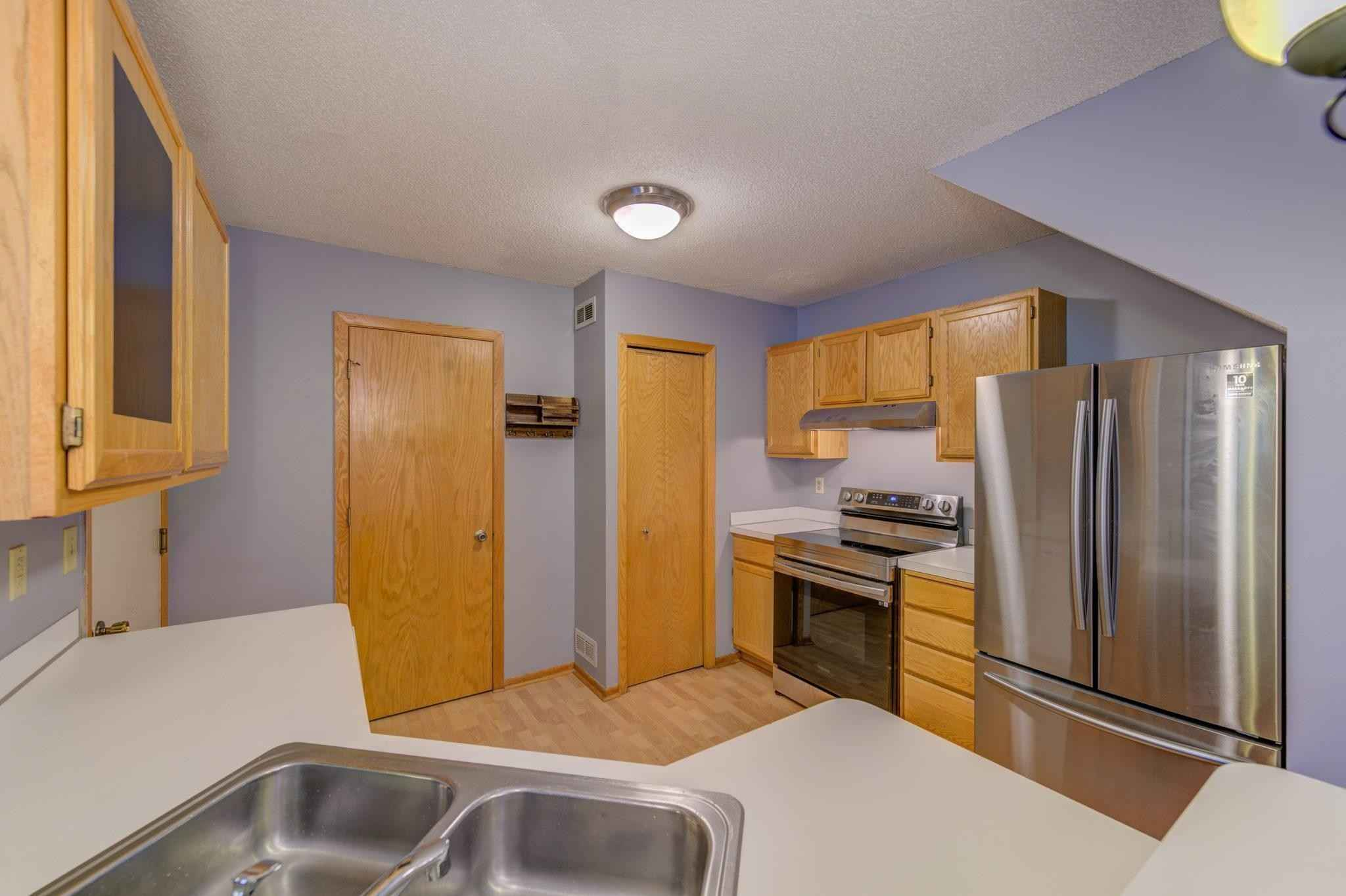 View 17 photos of this 2 bed, 2 bath, and 1,080 sqft. condo home located at 1855 Donegal Dr Apt 9, Woodbury, Minnesota 55125 is Active for $212,900.