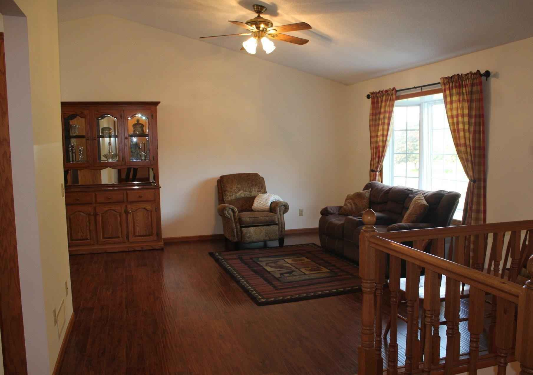View 31 photos of this 3 bed, 2 bath, and 2,208 sqft. single_family home located at 1707 Louden Ave N, Glencoe, Minnesota 55336 is Pending for $274,900.