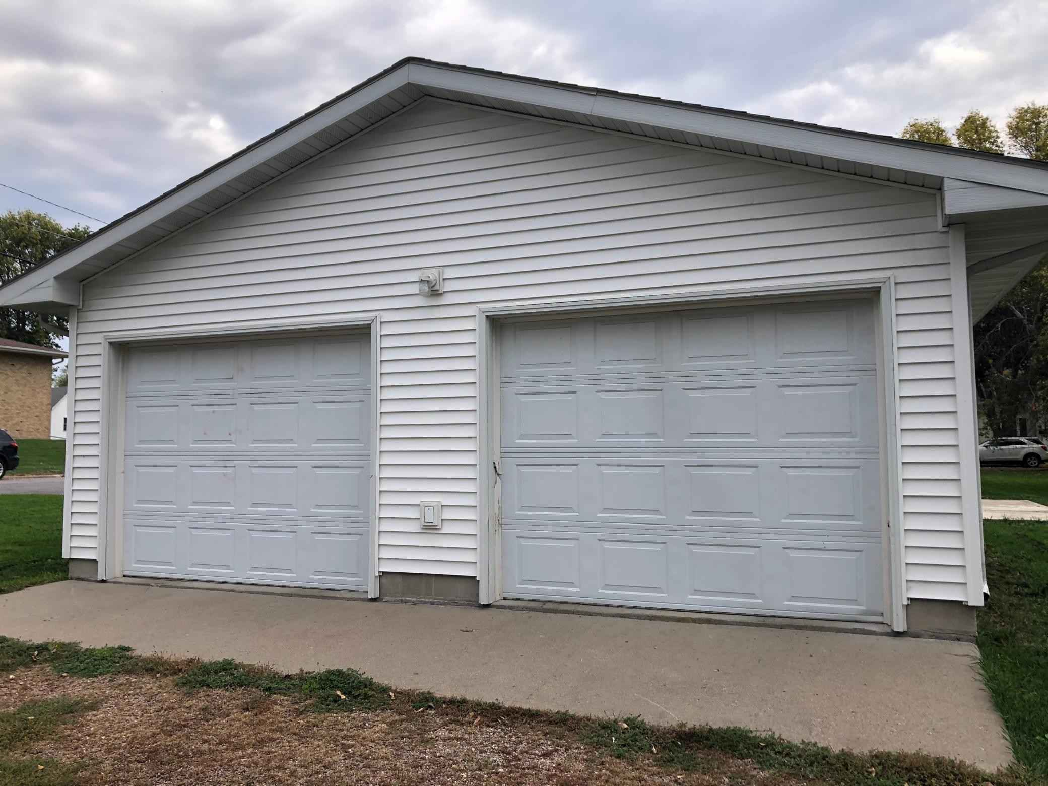 View 17 photos of this 3 bed, 2 bath, and 1,220 sqft. single_family home located at 601 S Drew St, Redwood Falls, Minnesota 56283 is Active for $129,900.