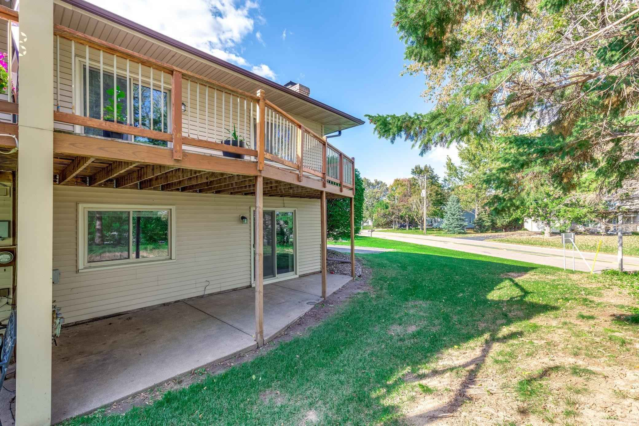 View 35 photos of this 3 bed, 2 bath, and 1,521 sqft. condo home located at 2293 Amberwood Dr, Woodbury, Minnesota 55125 is Active for $249,900.