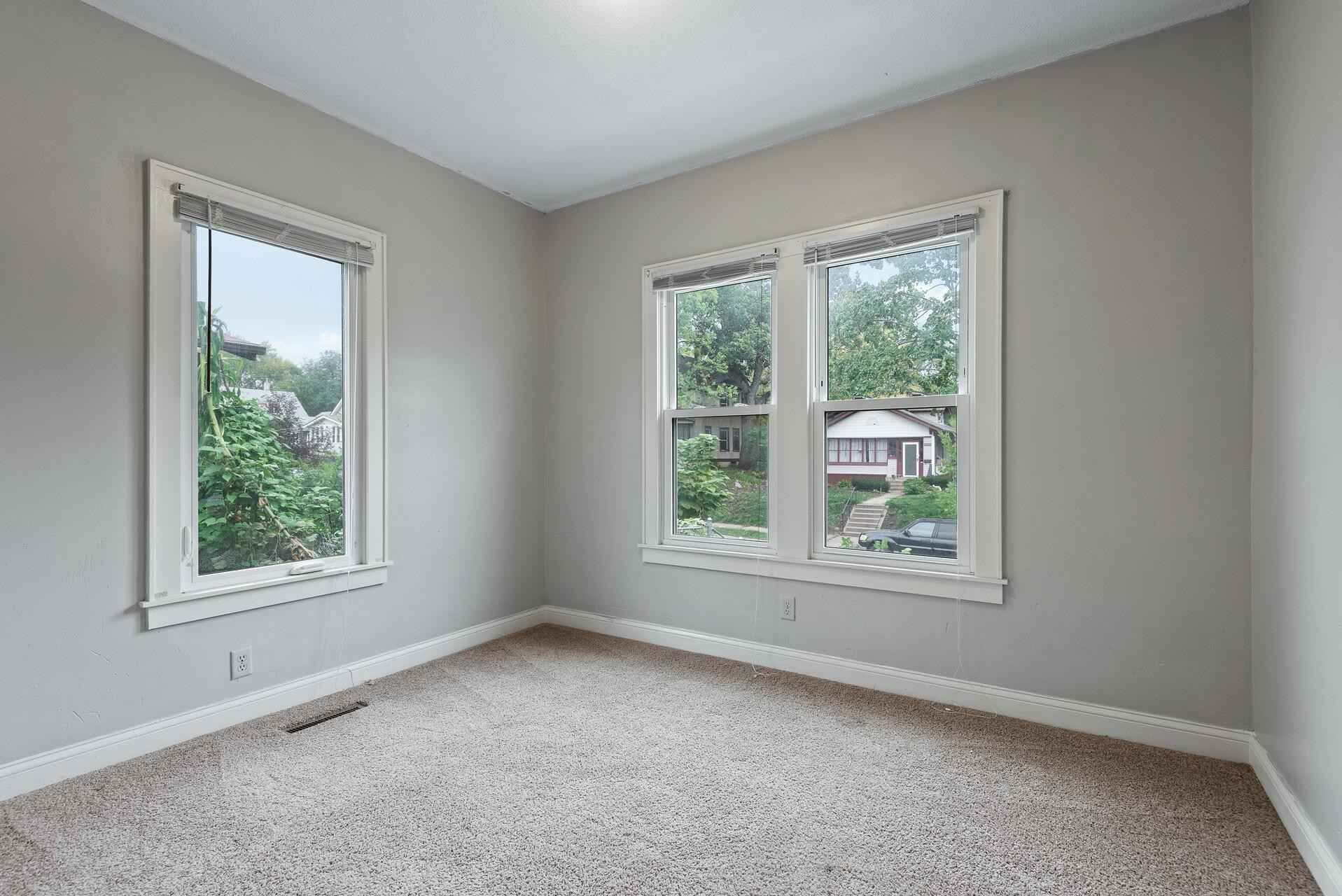 View 21 photos of this 3 bed, 2 bath, and 1,205 sqft. single_family home located at 3407 Emerson Ave N, Minneapolis, Minnesota 55412 is Active for $185,000.