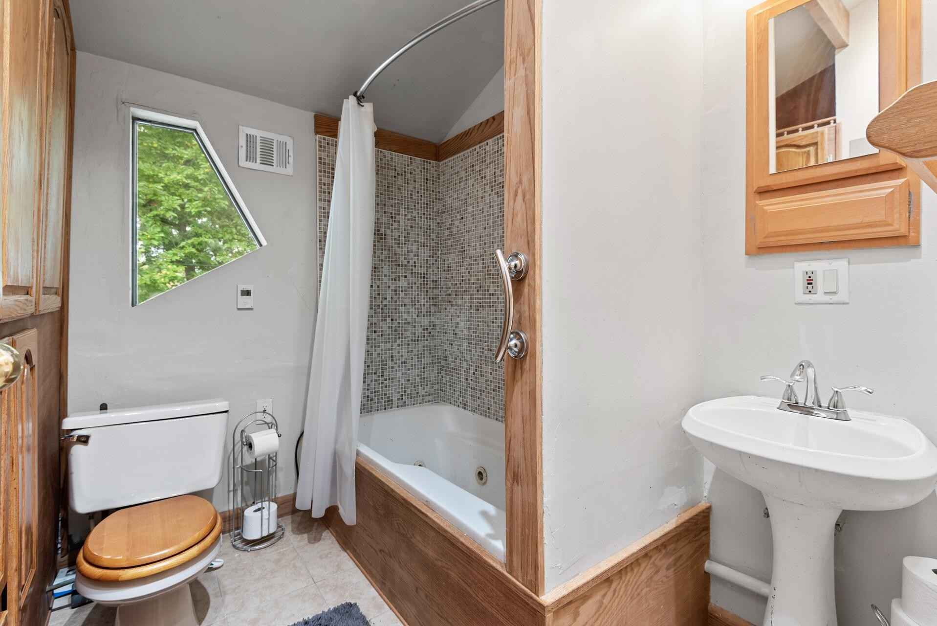 View 51 photos of this 4 bed, 3 bath, and 1,705 sqft. single_family home located at 306 Van Buren Ave S, Edina, Minnesota 55343 is Active for $325,000.