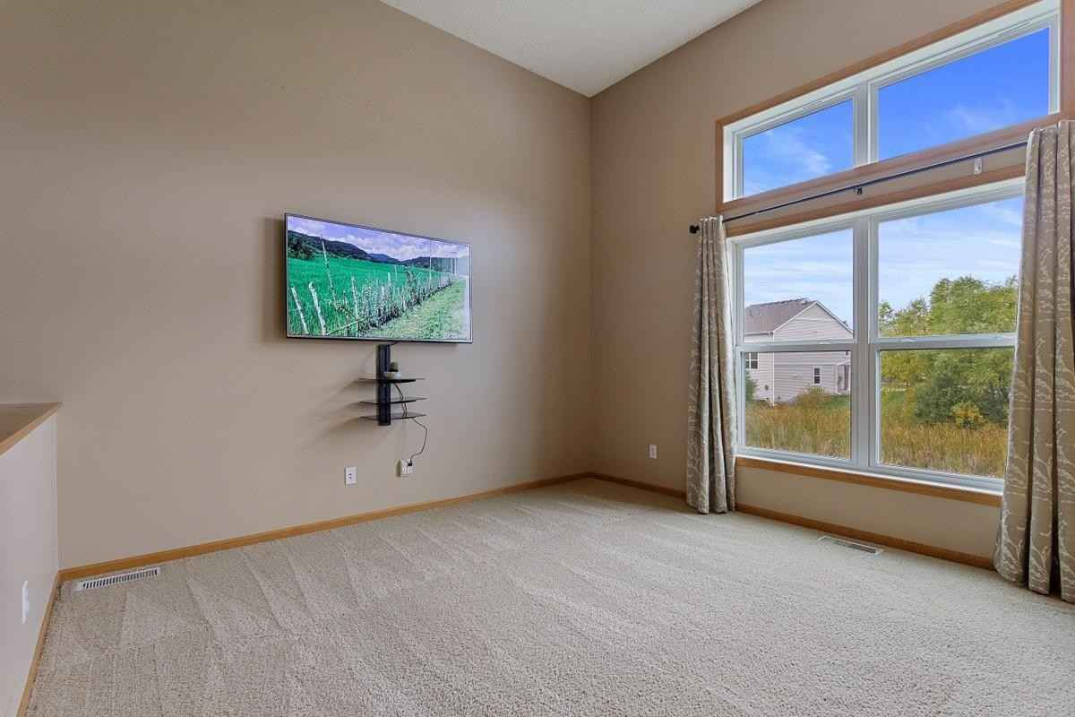 View 36 photos of this 3 bed, 2 bath, and 1,596 sqft. condo home located at 15459 Freedom Dr N, Hugo, Minnesota 55038 is Pending for $245,000.