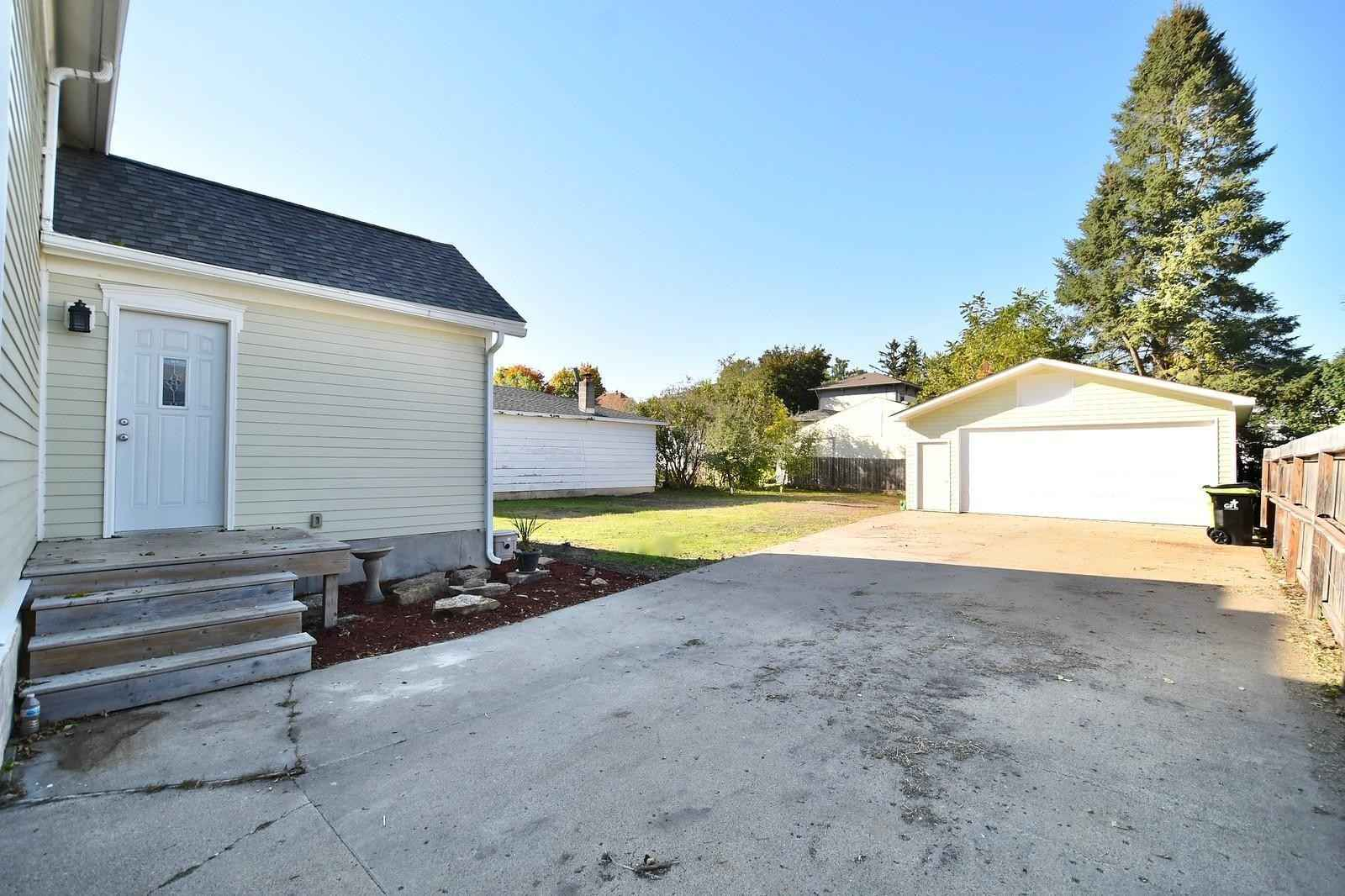 View 21 photos of this 3 bed, 2 bath, and 1,625 sqft. single_family home located at 220 W 4th St, Zumbrota, Minnesota 55992 is Active for $250,000.