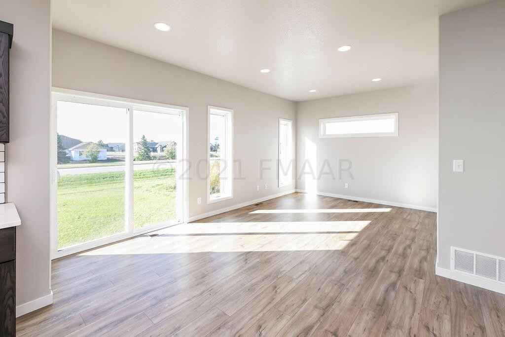 View 21 photos of this 4 bed, 2 bath, and 2,280 sqft. single_family home located at 3051 39th Ave S, Moorhead, Minnesota 56560 is Active for $295,000.