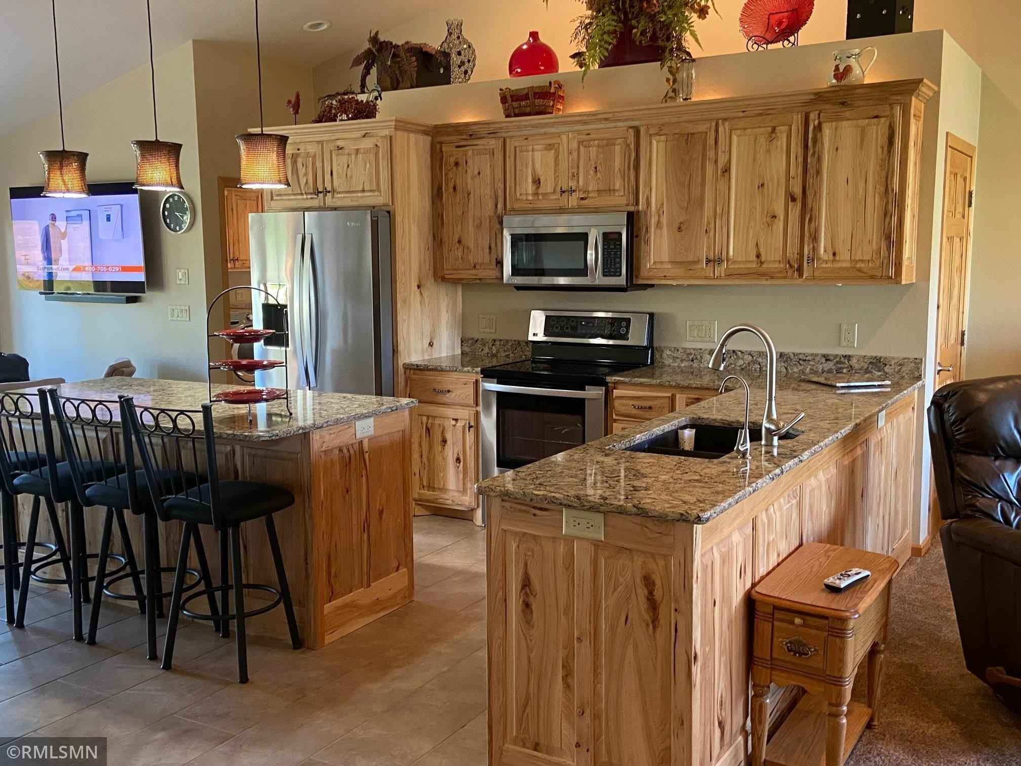 View 25 photos of this 3 bed, 2 bath, and 2,000 sqft. single_family home located at 113 Taylor Cir, Le Sueur, Minnesota 56058 is Active for $395,000.