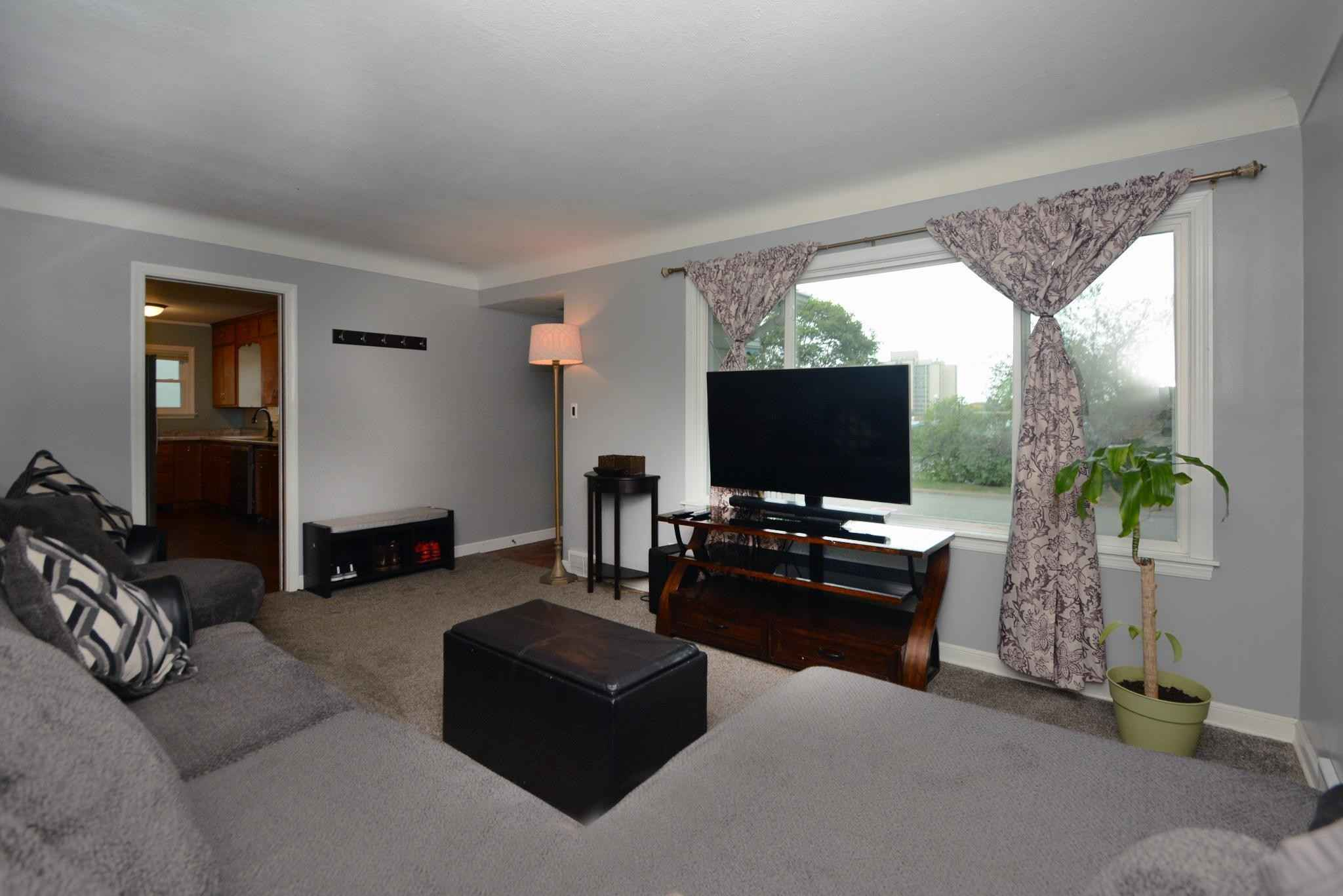 View 8 photos of this 2 bed, 1 bath, and 1,246 sqft. single_family home located at 1638 Van Dyke St, Saint Paul, Minnesota 55119 is Active for $220,000.