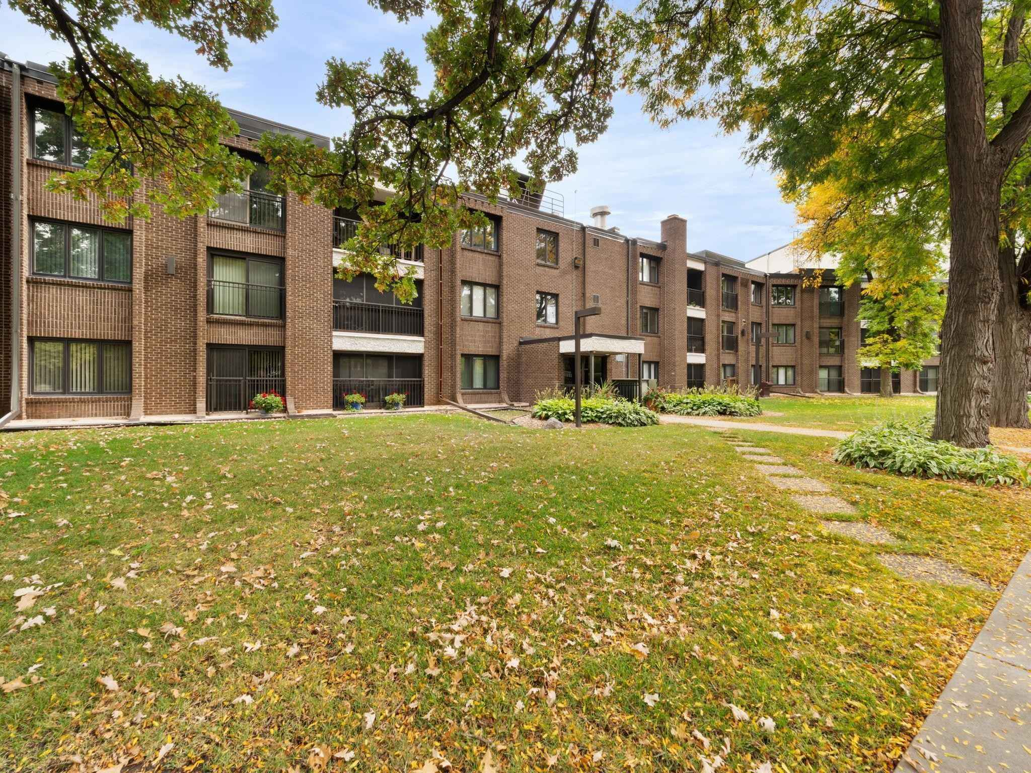 View 21 photos of this 2 bed, 2 bath, and 1,230 sqft. condo home located at 3412 Oak Ridge Rd Apt 321, Minnetonka, Minnesota 55305 is Active for $200,000.