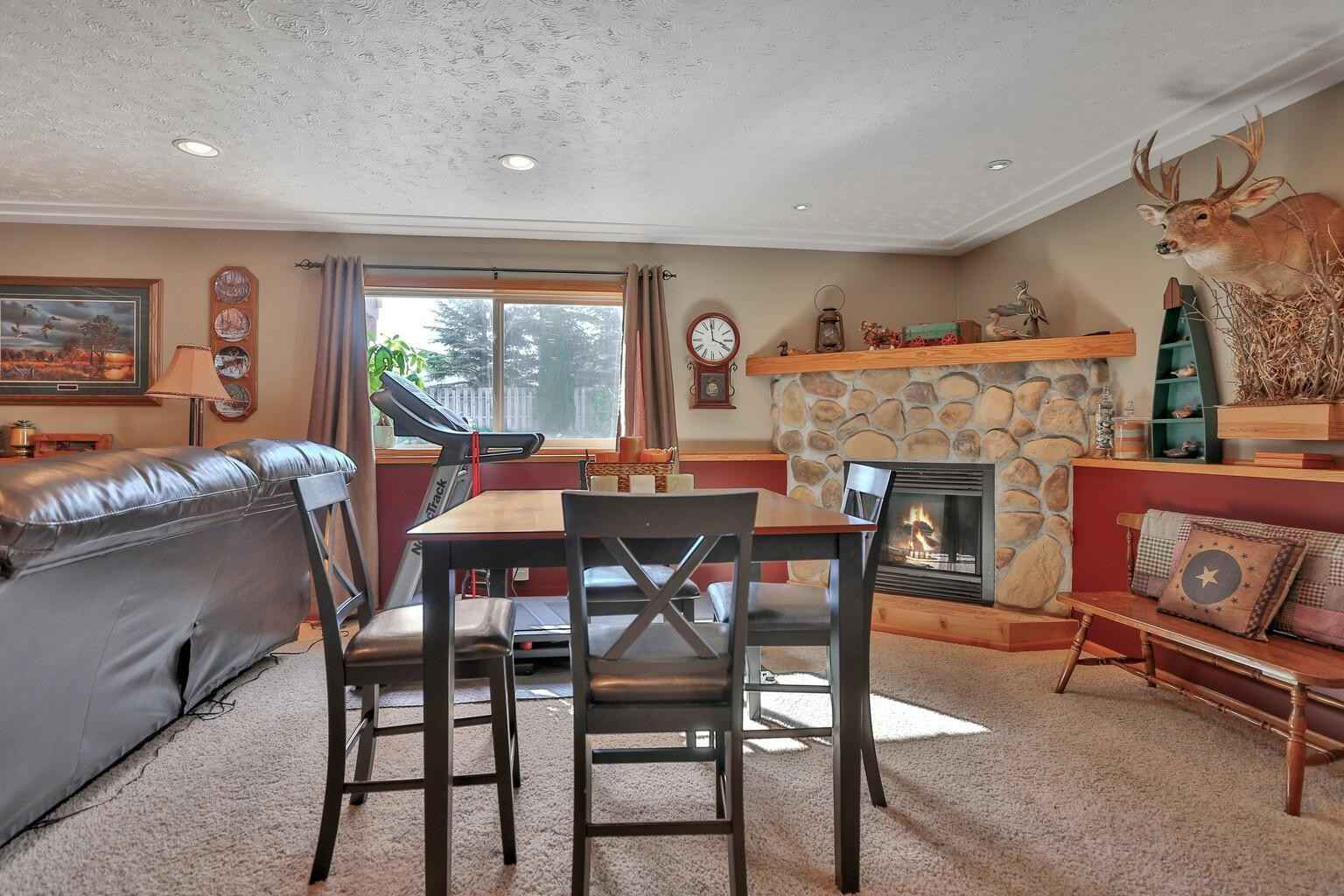 View 44 photos of this 3 bed, 2 bath, and 2,374 sqft. single_family home located at 7465 385th St, North Branch, Minnesota 55056 is Pending for $285,000.