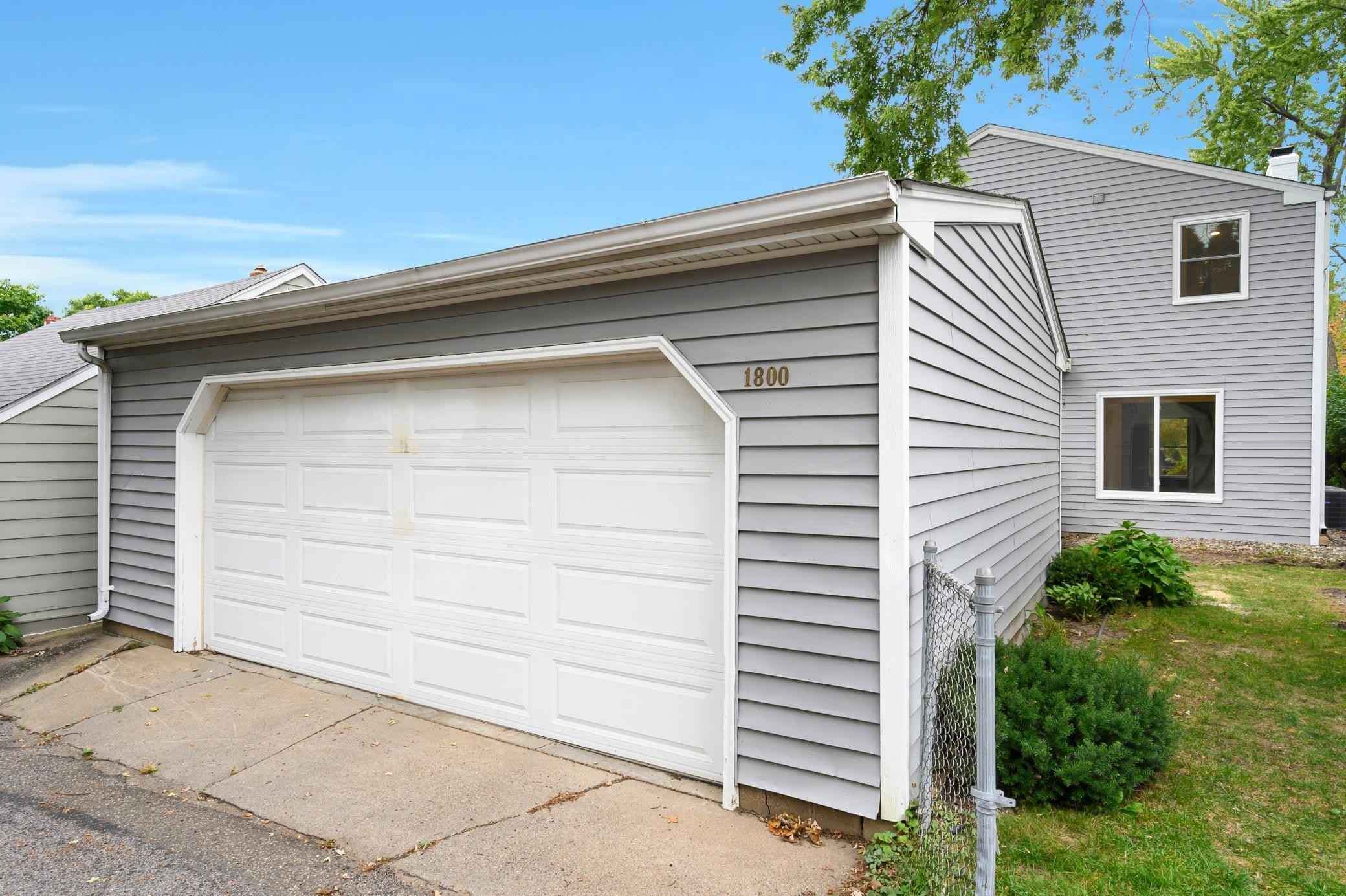 View 36 photos of this 4 bed, 3 bath, and 2,761 sqft. single_family home located at 1800 Highland Pkwy, Saint Paul, Minnesota 55116 is Active for $675,000.