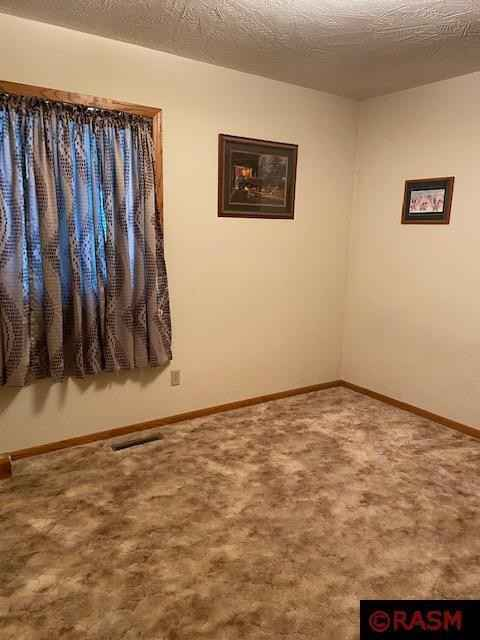 View 17 photos of this 3 bed, 2 bath, and 2,484 sqft. single_family home located at 940 S Main St, Lake Crystal, Minnesota 56055 is Active for $331,900.