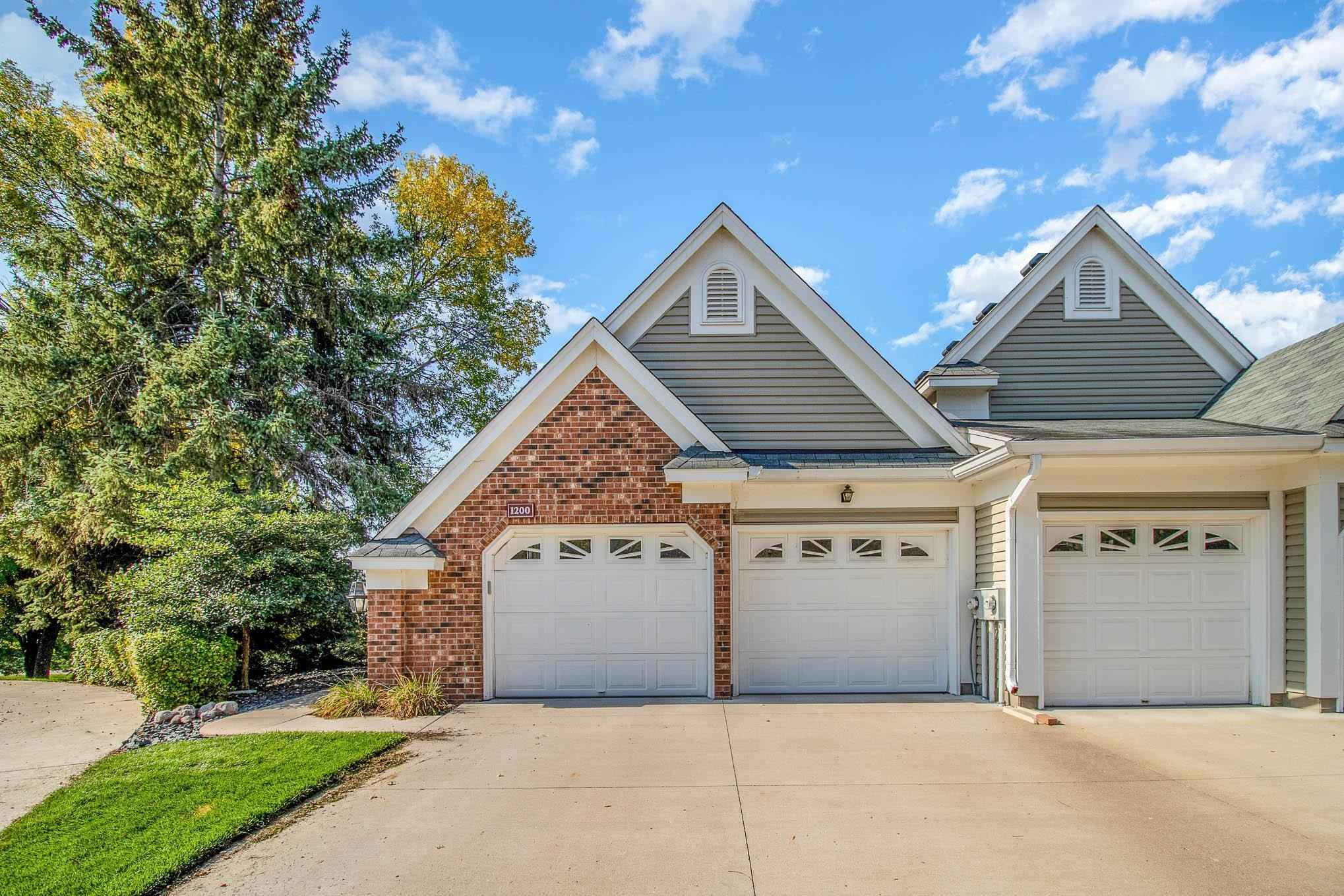 View 34 photos of this 3 bed, 4 bath, and 2,915 sqft. condo home located at 1200 Pond View Ln, White Bear Lake, Minnesota 55110 is Pending for $399,900.