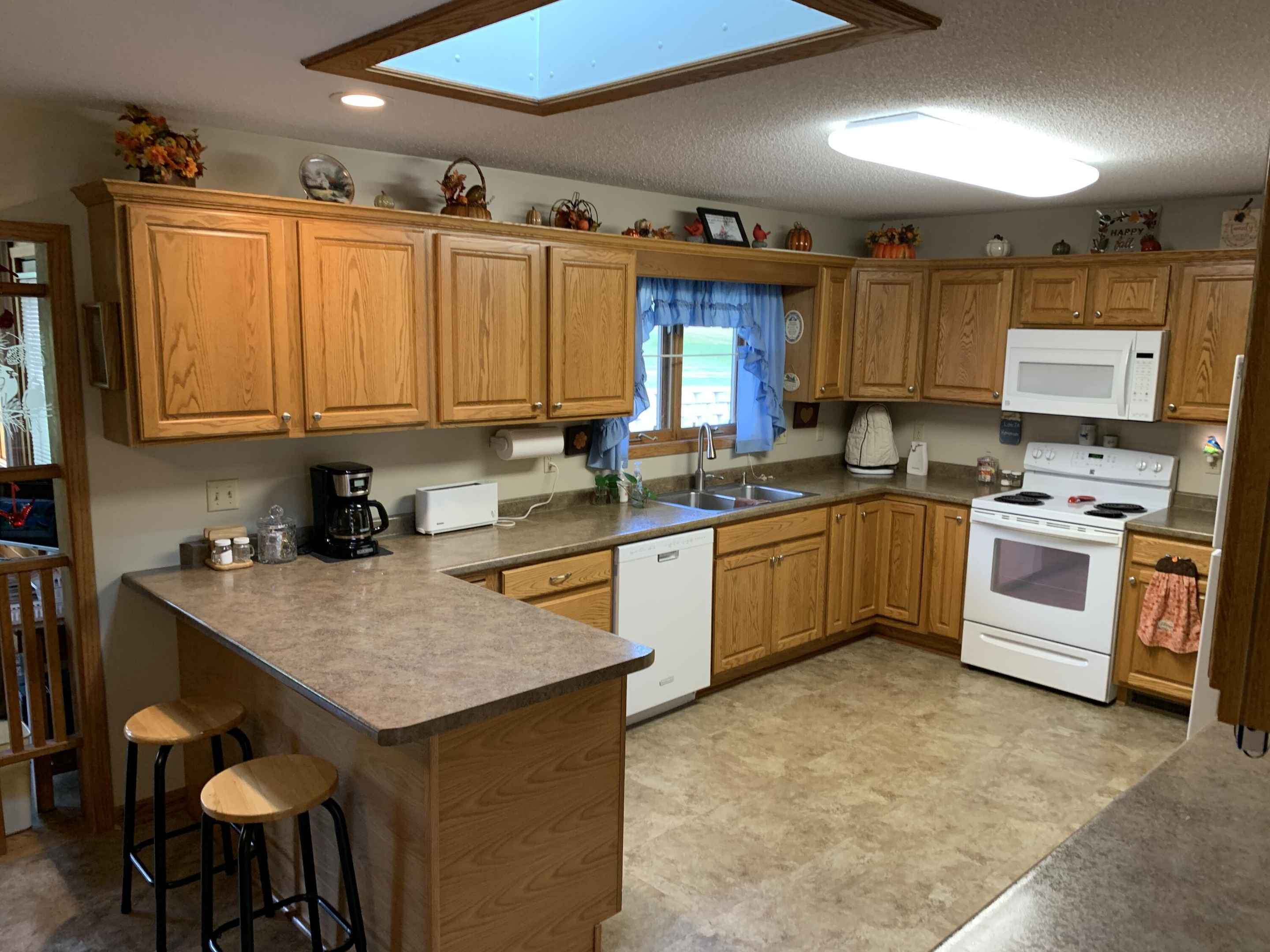 View 18 photos of this 2 bed, 3 bath, and 2,163 sqft. single_family home located at 413 Orchard View Dr, La Crescent, Minnesota 55947 is Active for $263,300.