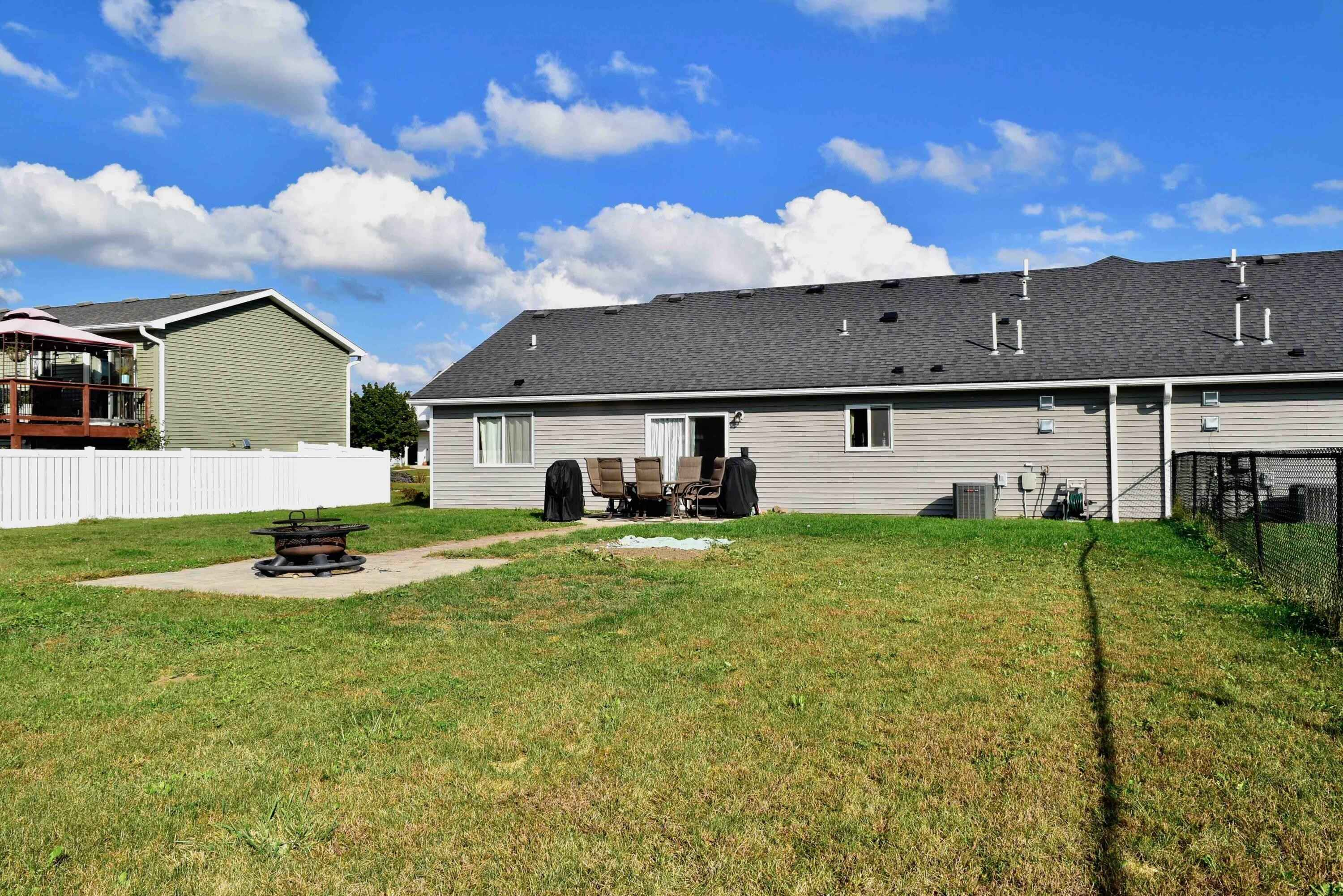 View 20 photos of this 2 bed, 2 bath, and 1,256 sqft. single_family home located at 516 Trout Ave, Saint Charles, Minnesota 55972 is Active for $229,000.