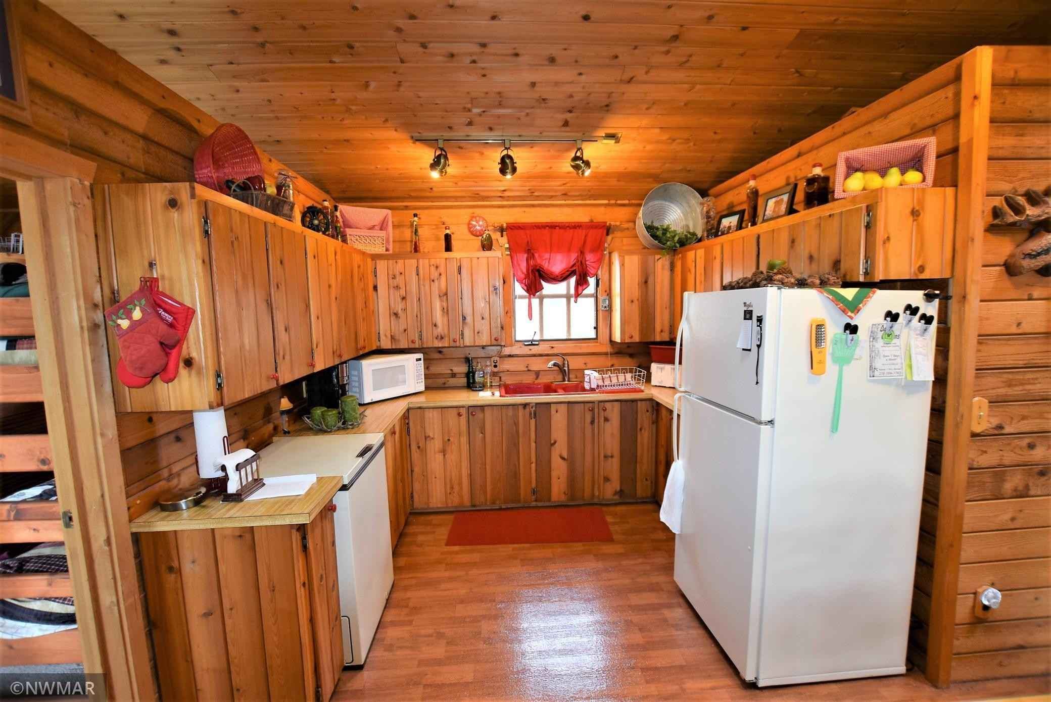 View 7 photos of this 2 bed, 1 bath, and 905 sqft. single_family home located at 38004 Beach St, Warroad, Minnesota 56763 is Pending for $139,900.