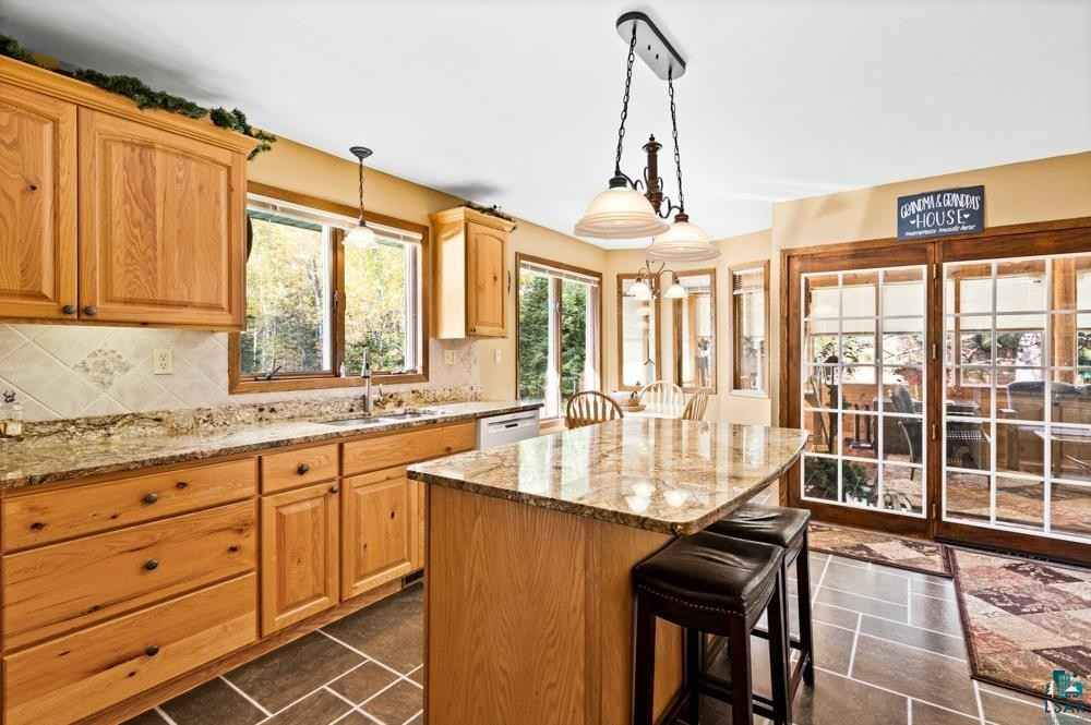 View 49 photos of this 3 bed, 3 bath, and 3,332 sqft. single_family home located at 4534 W Beyer Rd, Duluth, Minnesota 55803 is PENDING for $410,000.