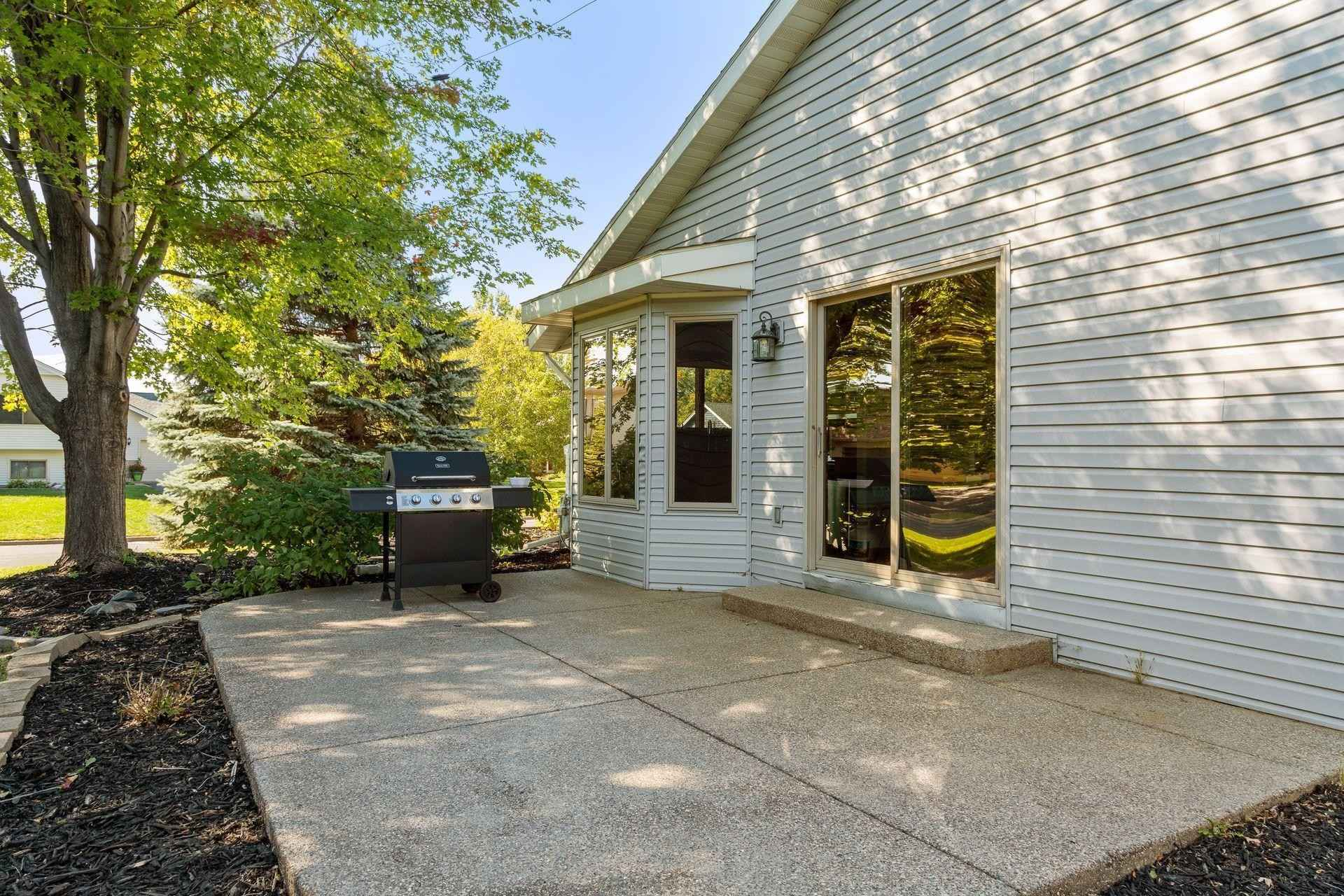 View 38 photos of this 4 bed, 3 bath, and 2,150 sqft. single_family home located at 3108 Sunset Lake Dr, Burnsville, Minnesota 55337 is Active for $369,900.