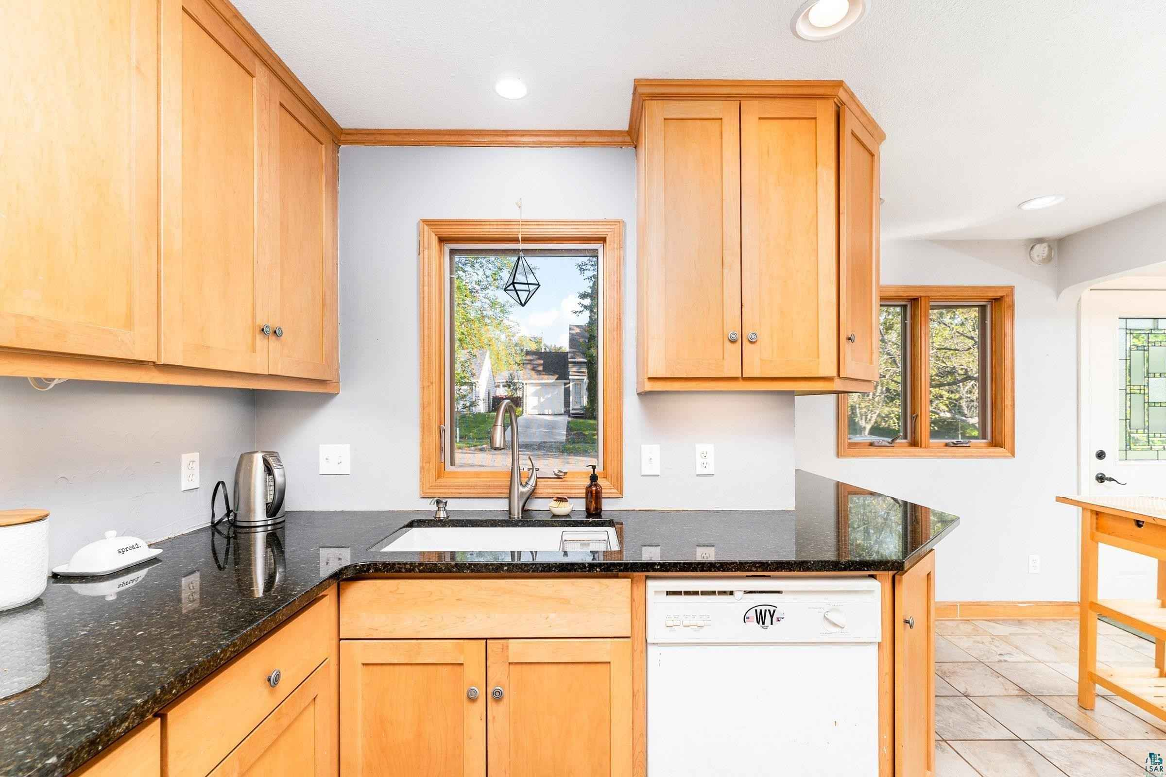 View 30 photos of this 3 bed, 2 bath, and 1,740 sqft. single_family home located at 5306 Wyoming St, Duluth, Minnesota 55804 is PENDING for $225,000.