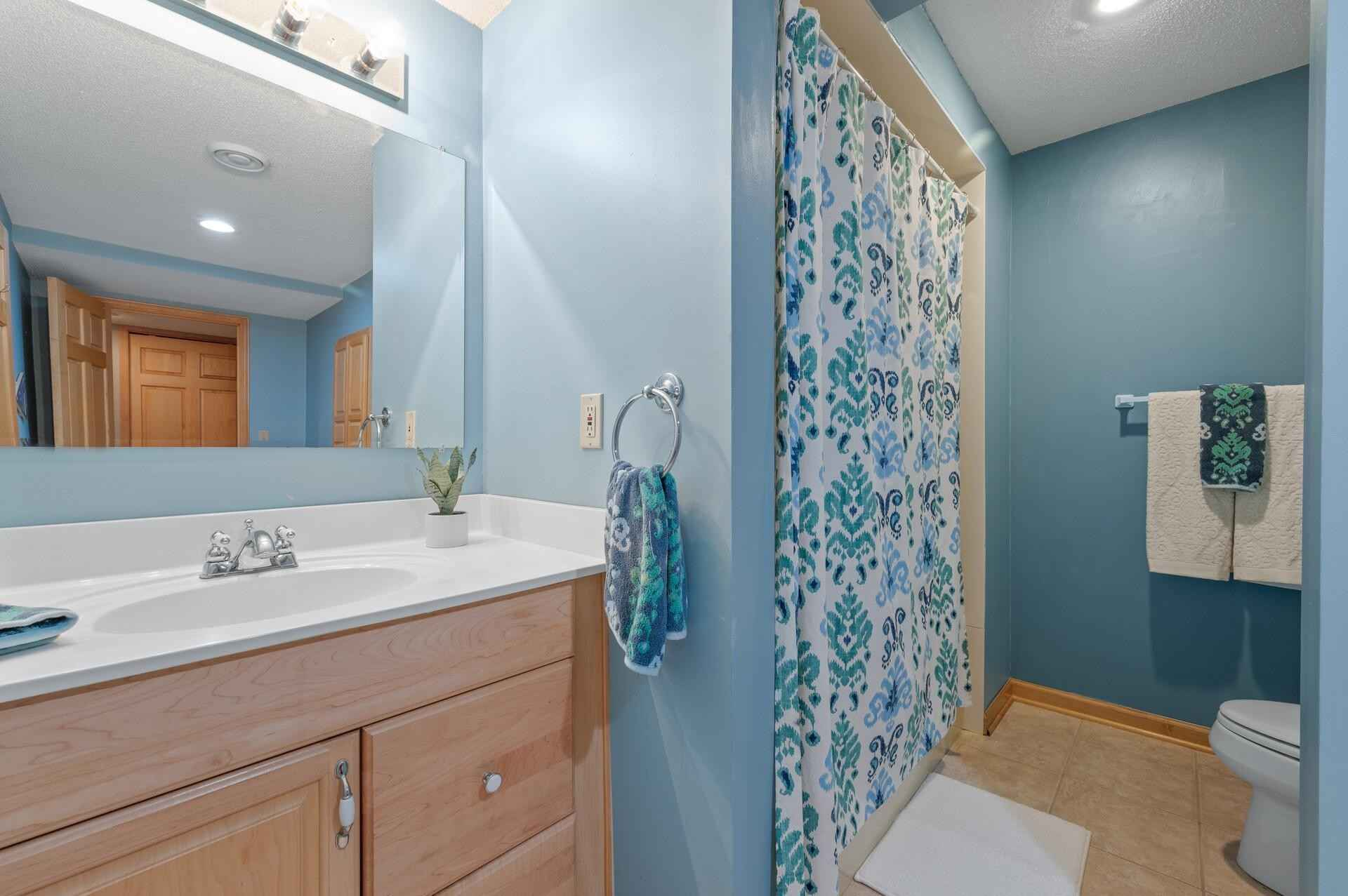 View 44 photos of this 6 bed, 4 bath, and 4,573 sqft. single_family home located at 3900 Black Oaks Ln N, Plymouth, Minnesota 55446 is _0 for $.