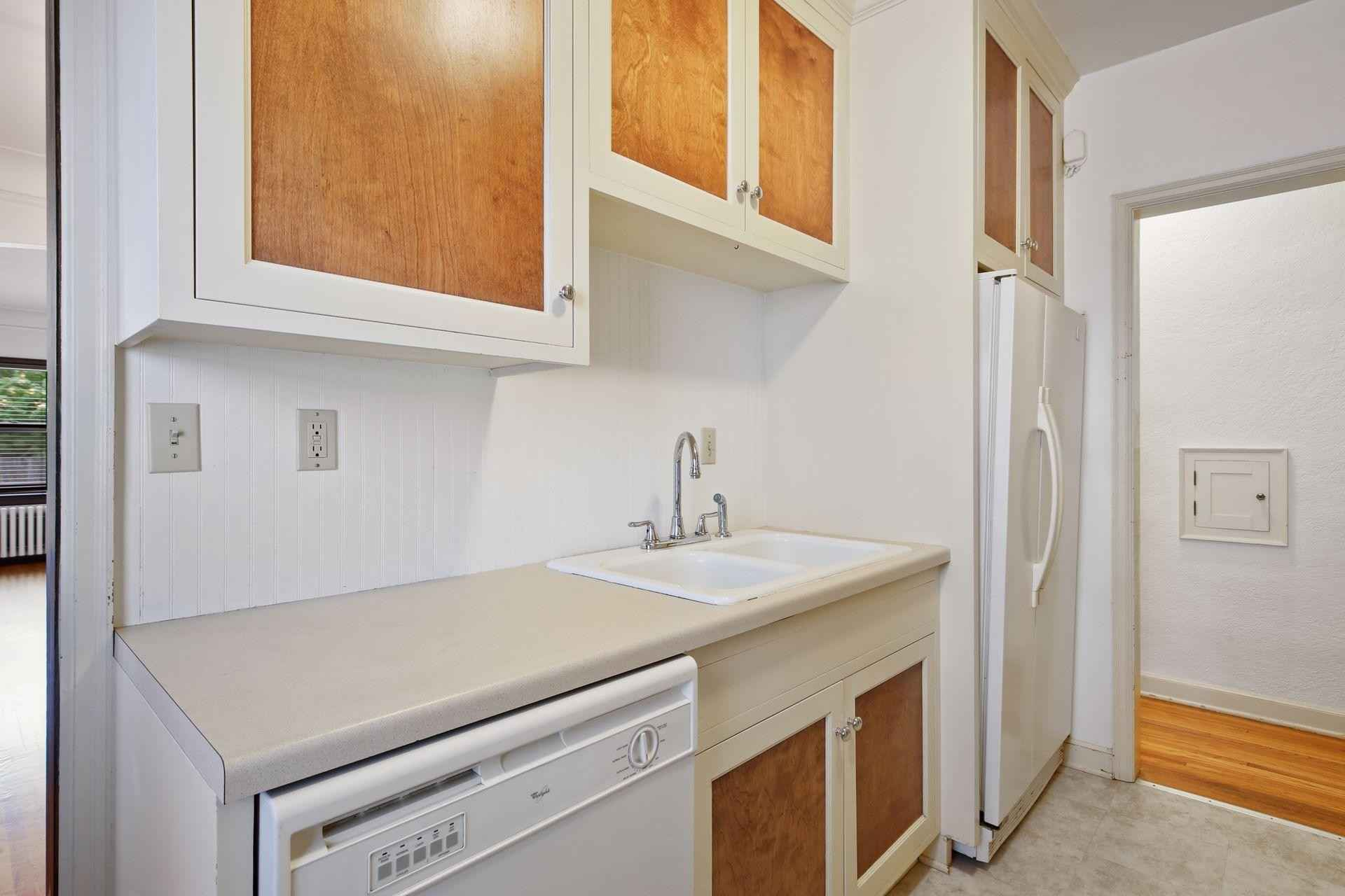 View 26 photos of this 2 bed, 1 bath, and 1,000 sqft. condo home located at 5008 Chicago Ave Apt 2, Minneapolis, Minnesota 55417 is Active for $250,000.